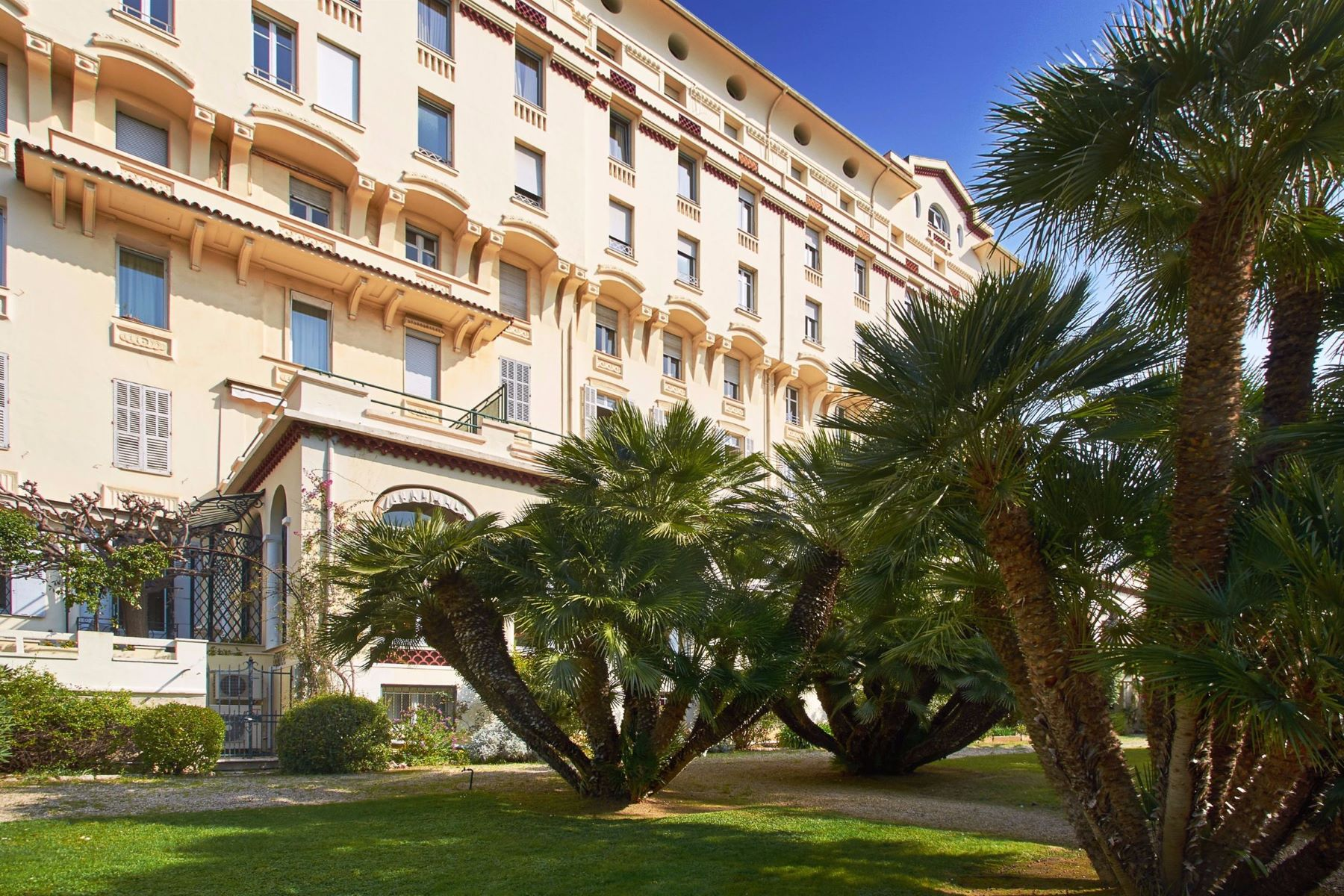 Apartments por un Venta en Belle-Époque mansion : luxury apartment for sale in Cannes - French Riviera Cannes, Provincia - Alpes - Costa Azul 06400 Francia