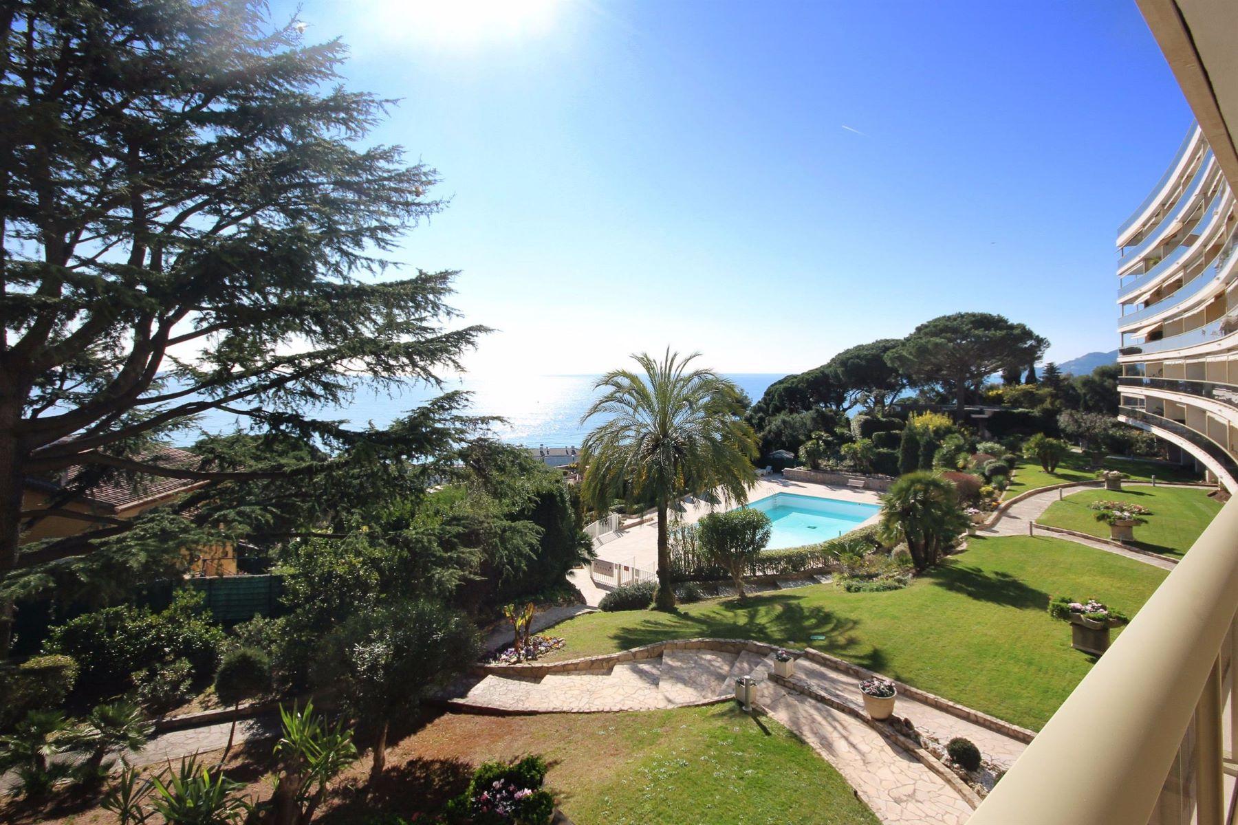 Apartments por un Venta en Apartment Cannes La Bocca, Provincia - Alpes - Costa Azul 06150 Francia
