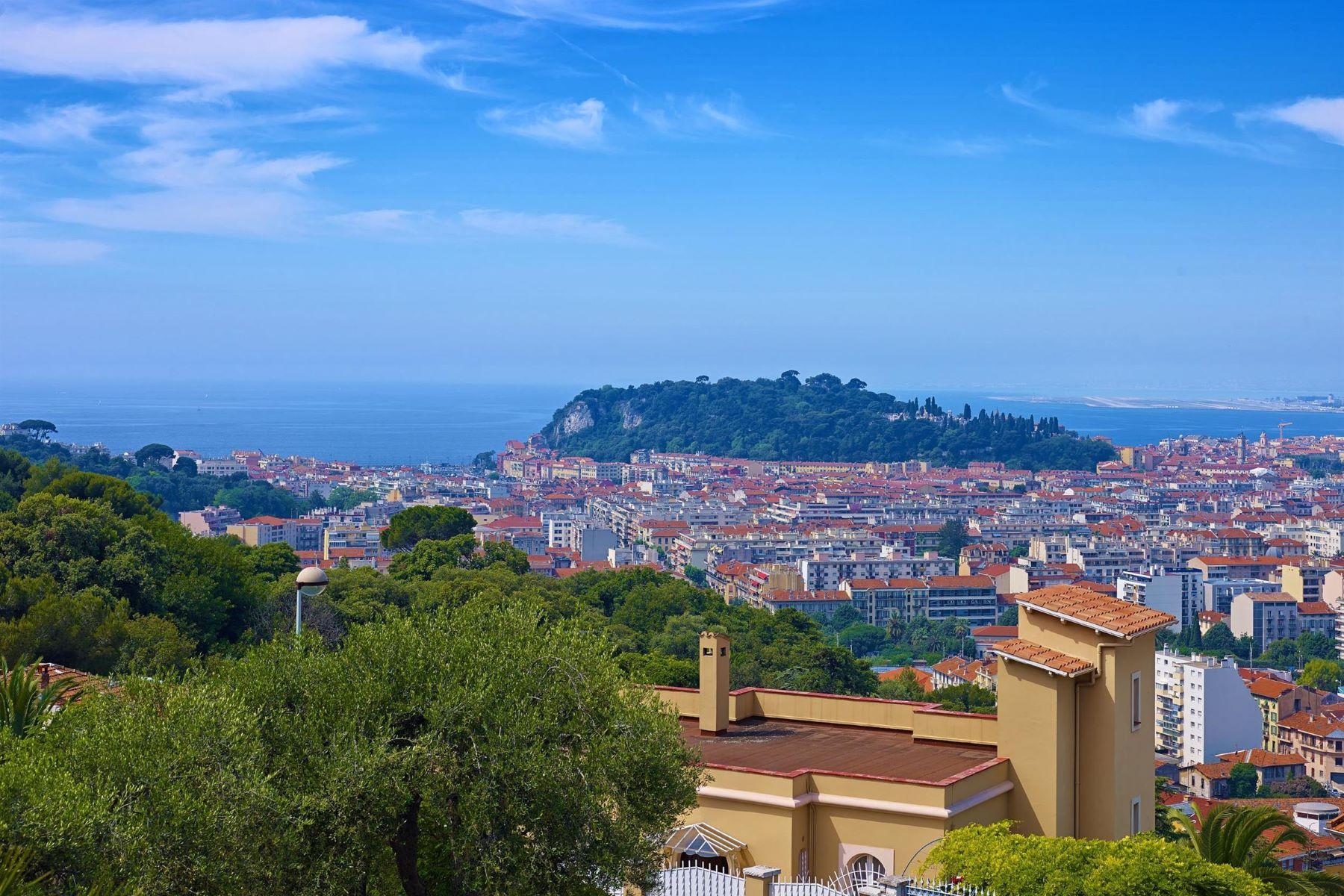 "Single Family Homes por un Venta en ""Art Deco"" style villa in the Mont Boron area of Nice Nice, Provincia - Alpes - Costa Azul 06300 Francia"