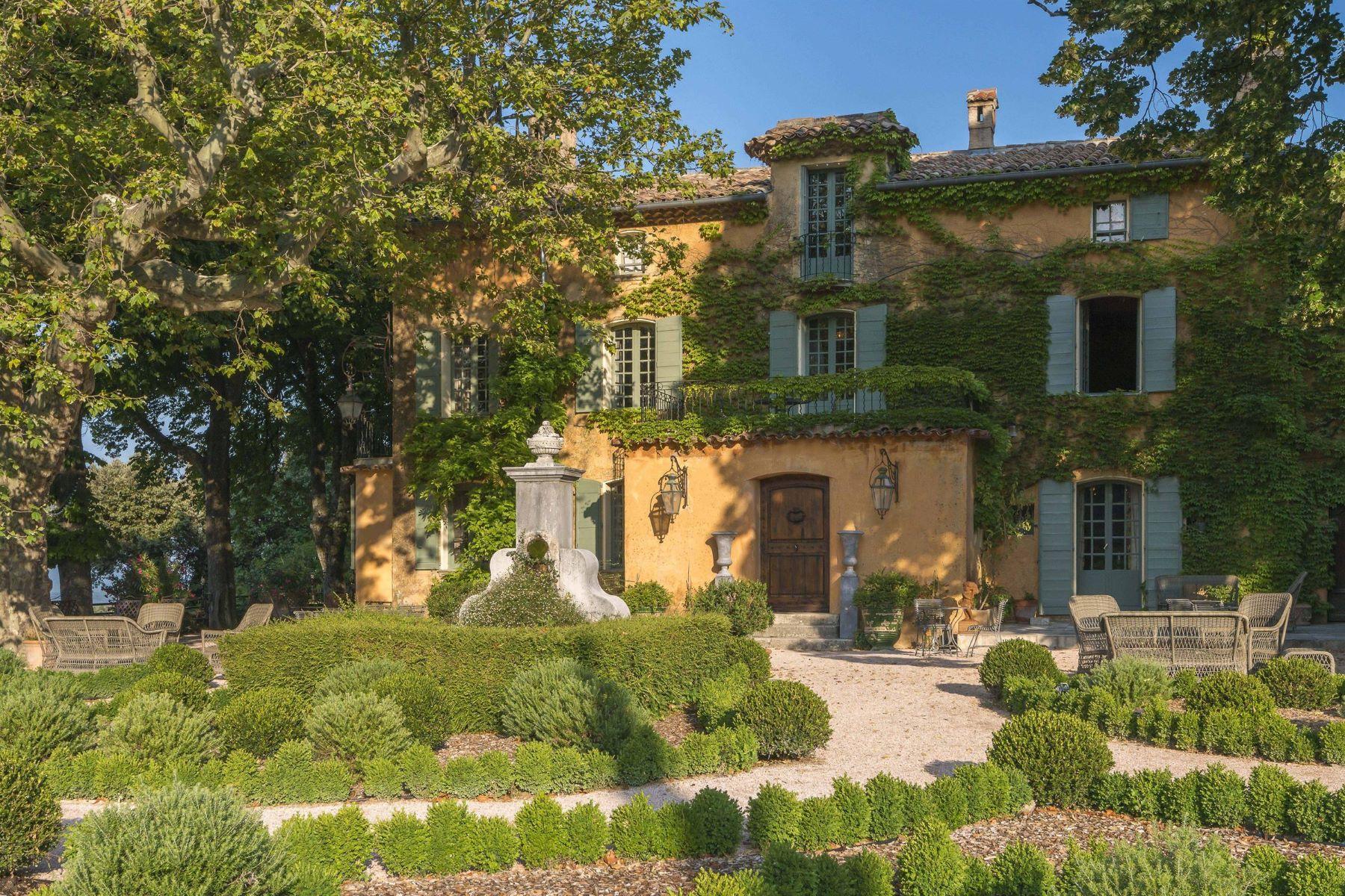 Single Family Homes por un Venta en UNDER OFFER BY PROVENCE VERTE-SOTHEBY'S REALTY Tourtour, Provincia - Alpes - Costa Azul 83690 Francia