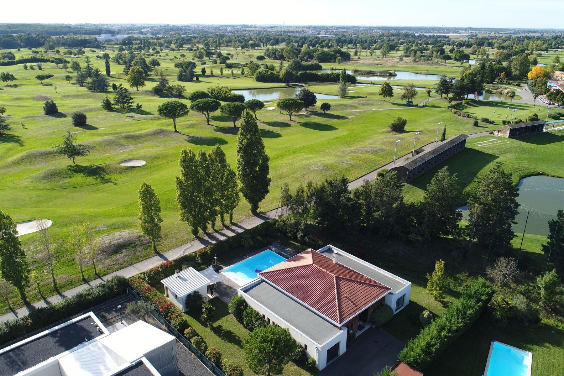 独户住宅 为 销售 在 On golf course Toulouse, Midi Pyrenees, 31000 法国