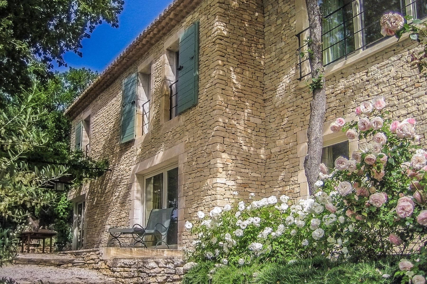 Single Family Home for Sale at House Gordes, Provence-Alpes-Cote D'Azur 84220 France