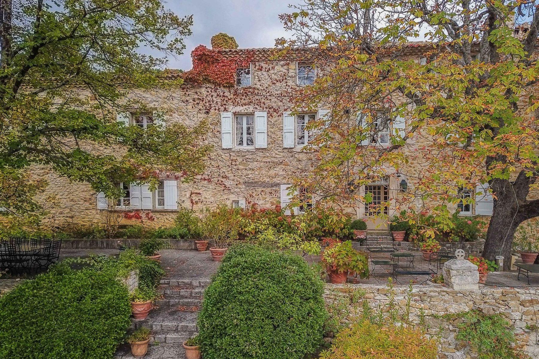 Single Family Homes por un Venta en Stone property with a dominant view Sault, Provincia - Alpes - Costa Azul 84390 Francia