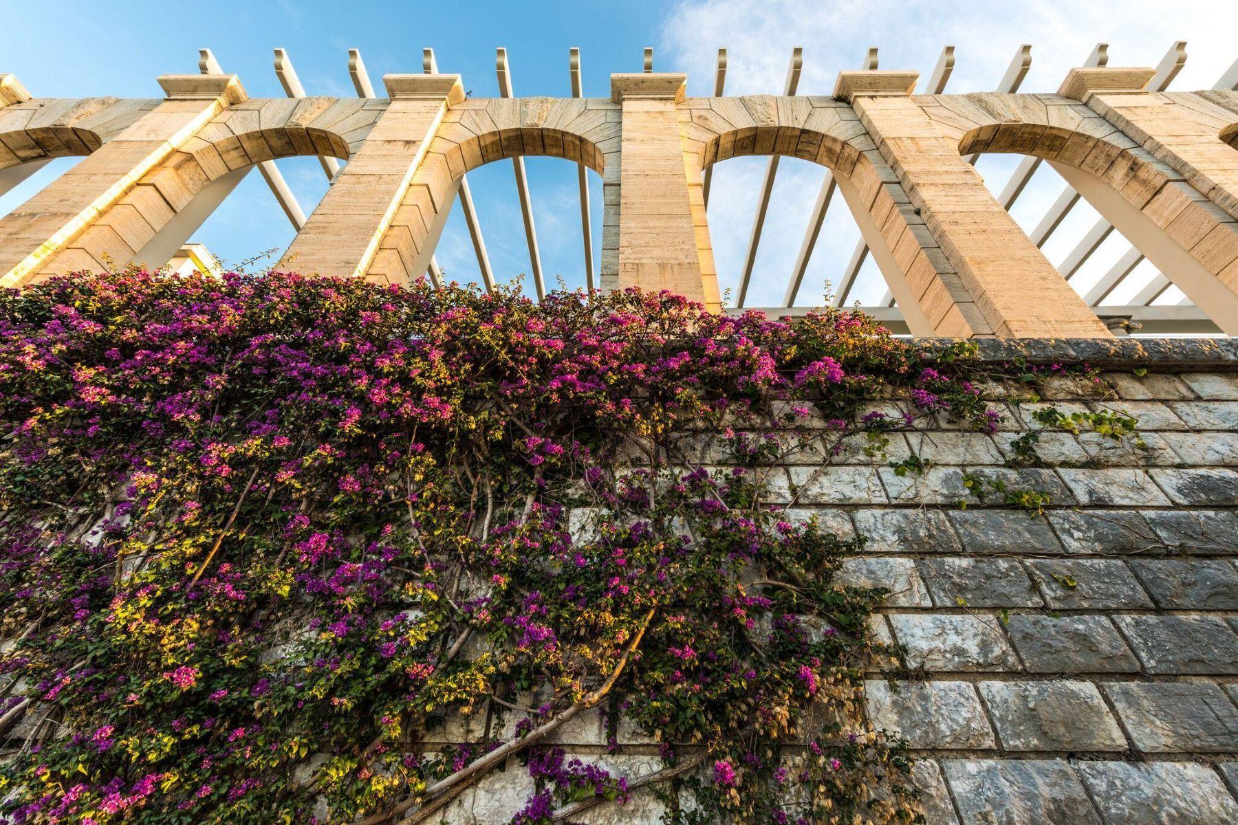 "Apartments por un Venta en Loft style apartment in the historical ""Palais Maeterlinck"" Nice, Provincia - Alpes - Costa Azul 06300 Francia"