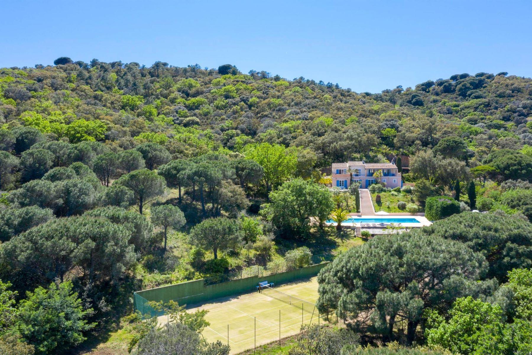 Single Family Homes por un Venta en Facing the sea, beautiful luxury villa for sale in Ramatuelle Ramatuelle, Provincia - Alpes - Costa Azul 83350 Francia