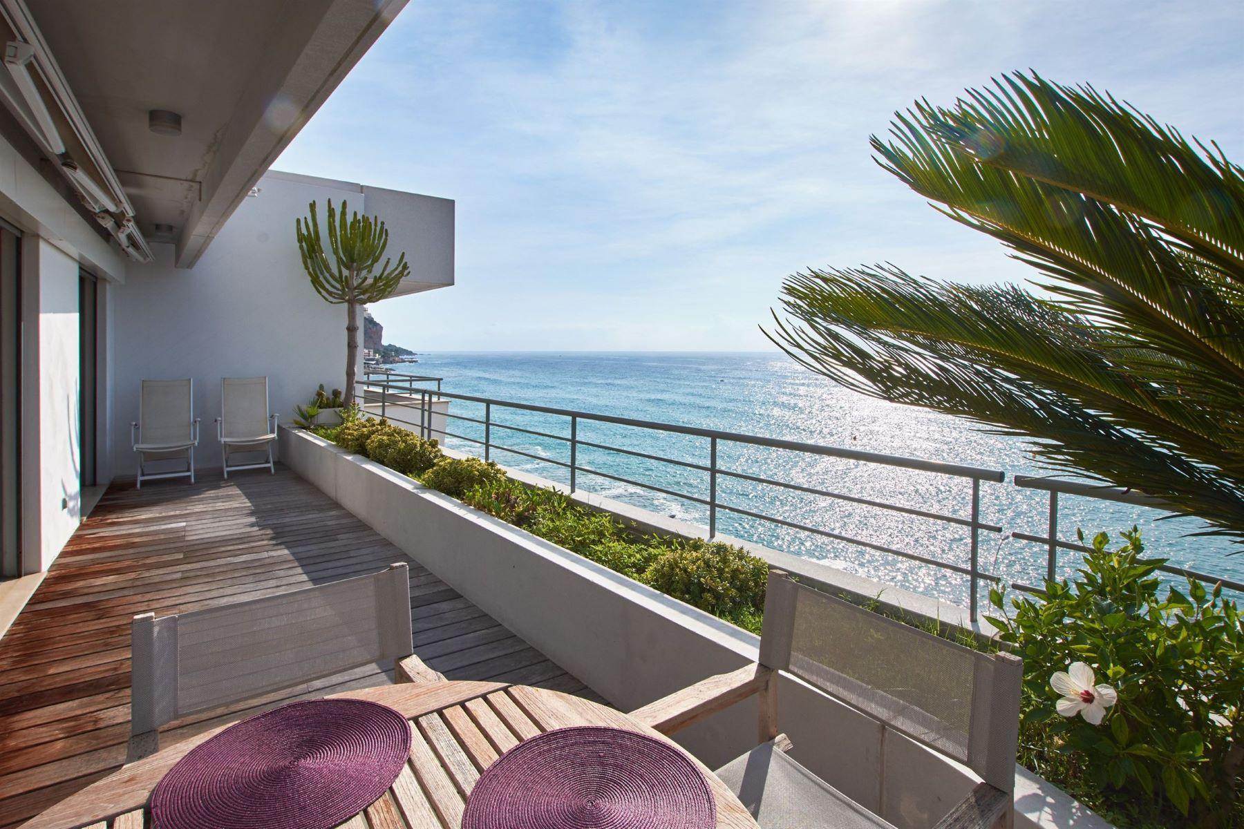 Apartments por un Venta en Sole agent - Fantastic Penthouse with Panoramis sea views. Menton, Provincia - Alpes - Costa Azul 06500 Francia