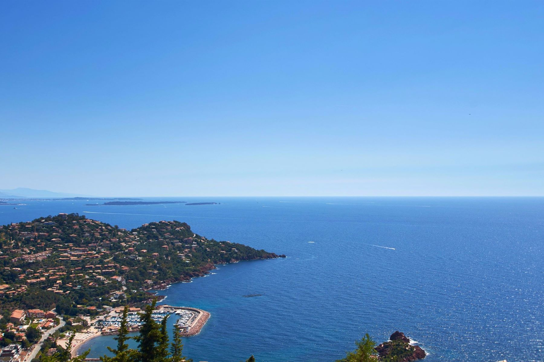 واحد منزل الأسرة للـ Sale في Panoramic sea view Villa located in le Trayas Agay, Provence-Alpes-Cote D'Azur, 83530 France