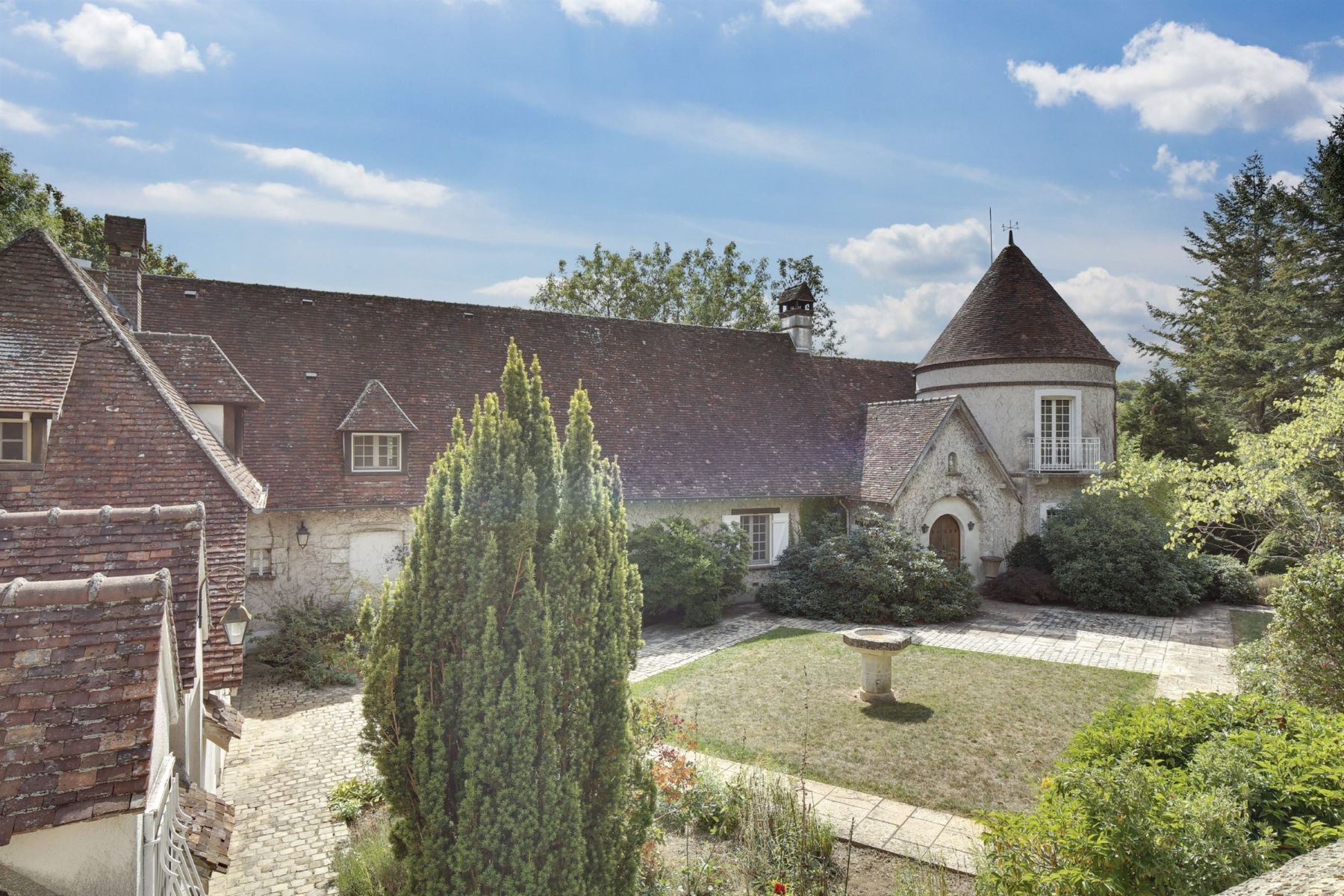 Single Family Homes for Active at Luxury property between Houdan and Mantes Dammartin En Serve, Ile-De-France 78111 France