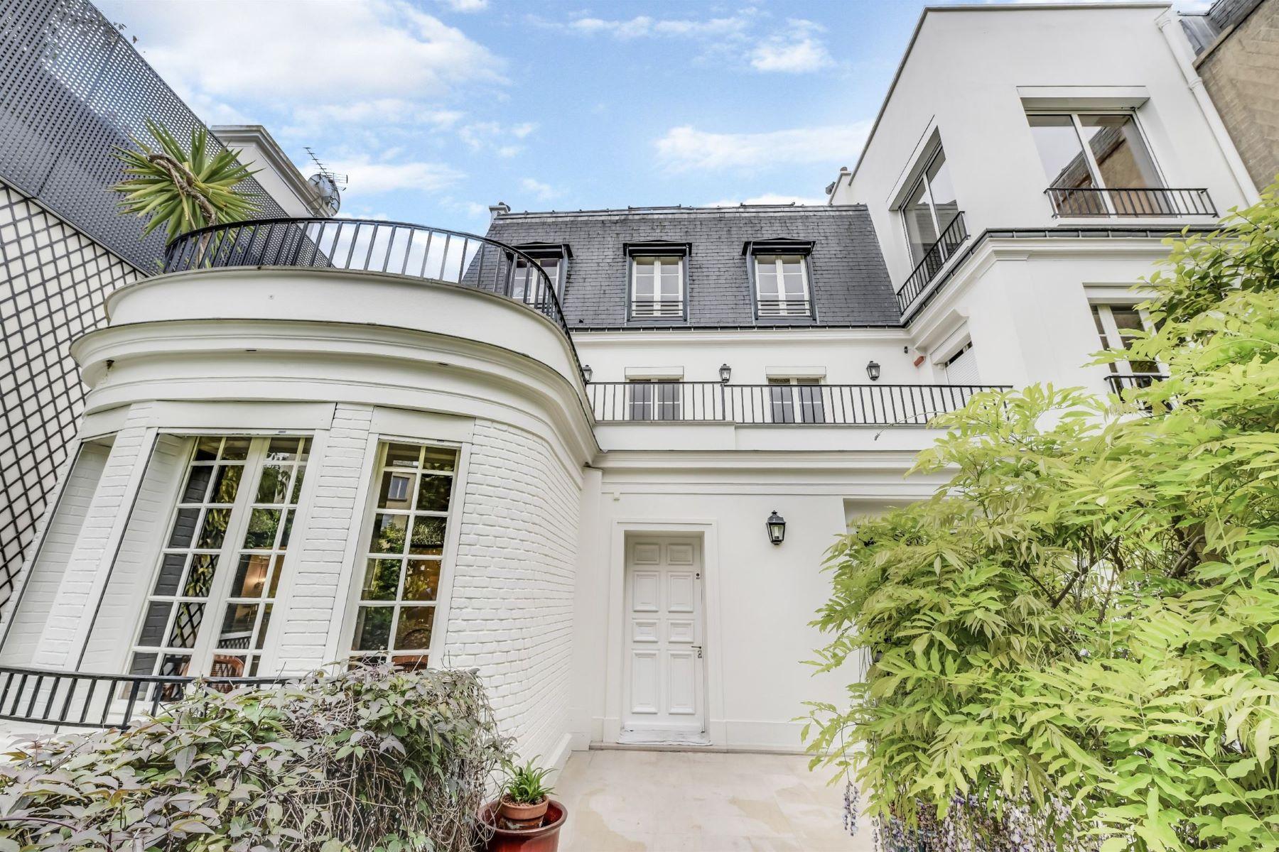 Maison unifamiliale pour l Vente à For sale Private Mansion in Paris 16 - Villa Montmorency Paris, Île-De-France, 75016 France
