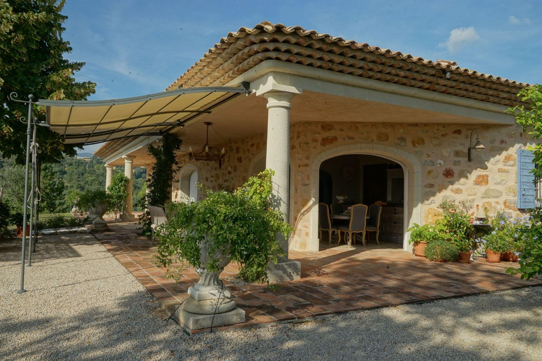 Single Family Homes por un Venta en Co-exclusive: STONE-BUILT VILLA, EXCEPTIONAL LOCATION Montauroux, Provincia - Alpes - Costa Azul 83440 Francia
