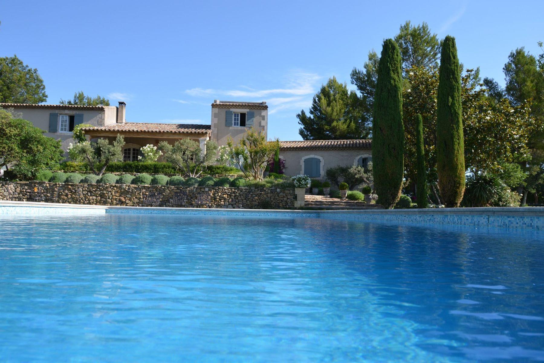 Single Family Homes por un Venta en Beautiful property near Maussane Mouries, Provincia - Alpes - Costa Azul 13890 Francia