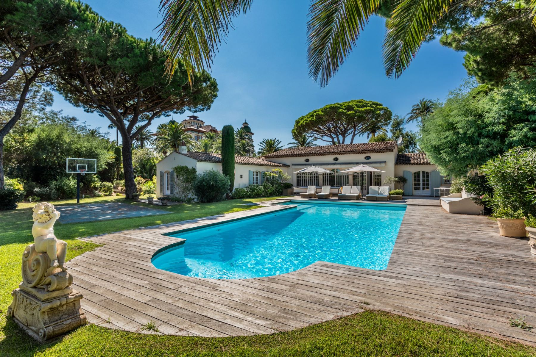 Property for Sale at Sole agent - Villa for sale - Les Parcs de Saint-Tropez (83990) Saint Tropez, Provence-Alpes-Cote D'Azur 83990 France