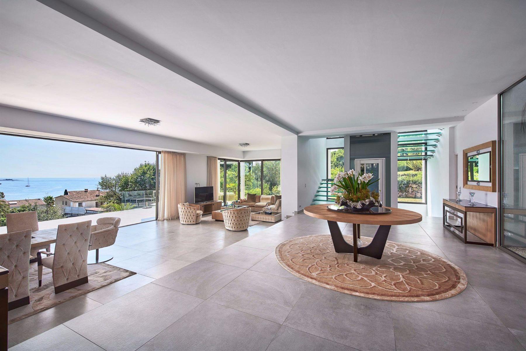 Single Family Homes por un Venta en For sale, a newly built californian style villa - sea views Golfe Juan, Provincia - Alpes - Costa Azul 06220 Francia