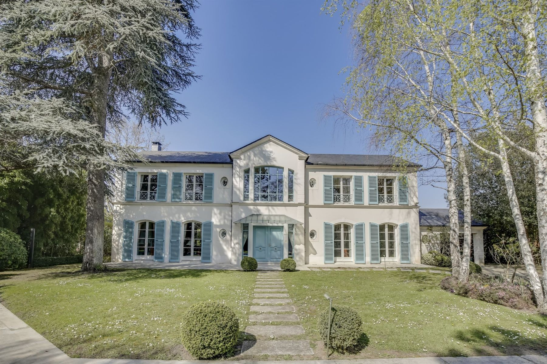 Single Family Homes for Active at Luxury mansion in Le Vésinet Le Vesinet, Ile-De-France 78110 France