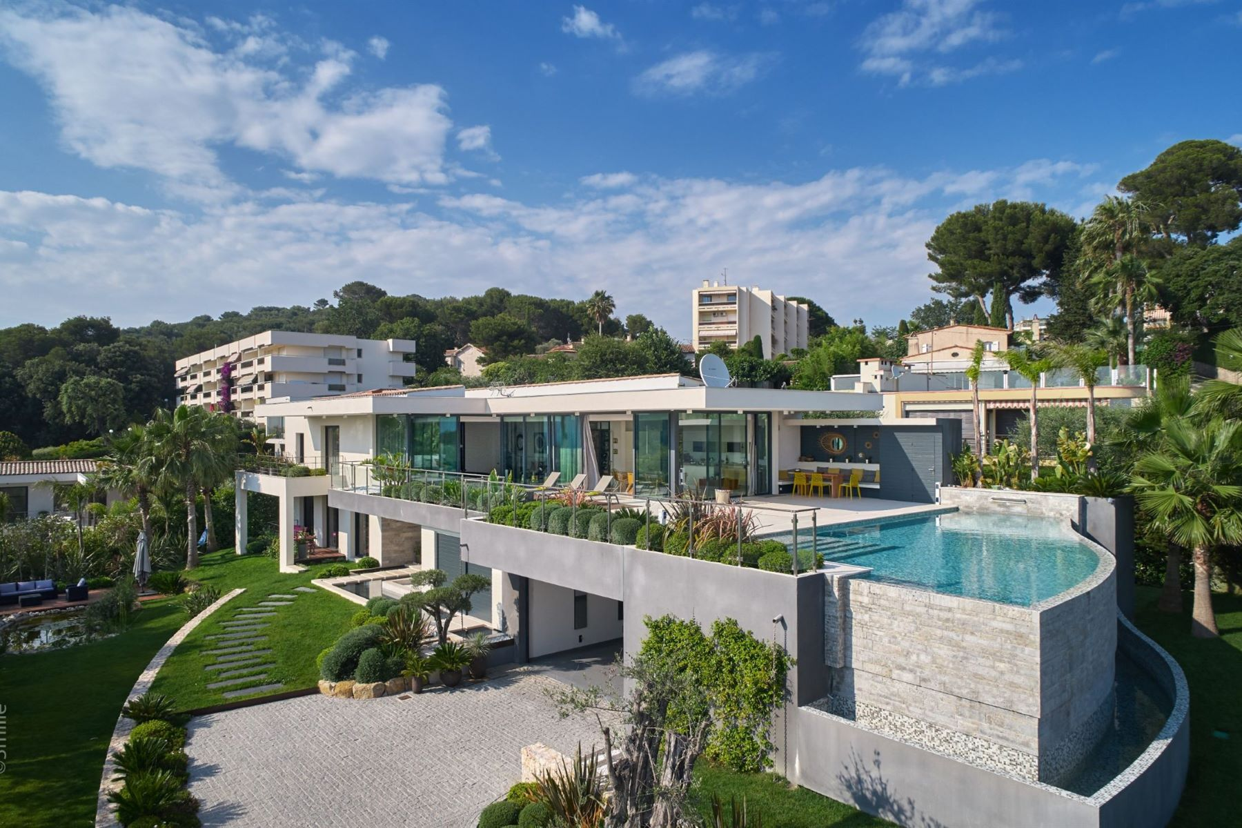 Single Family Homes por un Venta en Californian style villa on the heights of Cannes Le Cannet, Provincia - Alpes - Costa Azul 06110 Francia