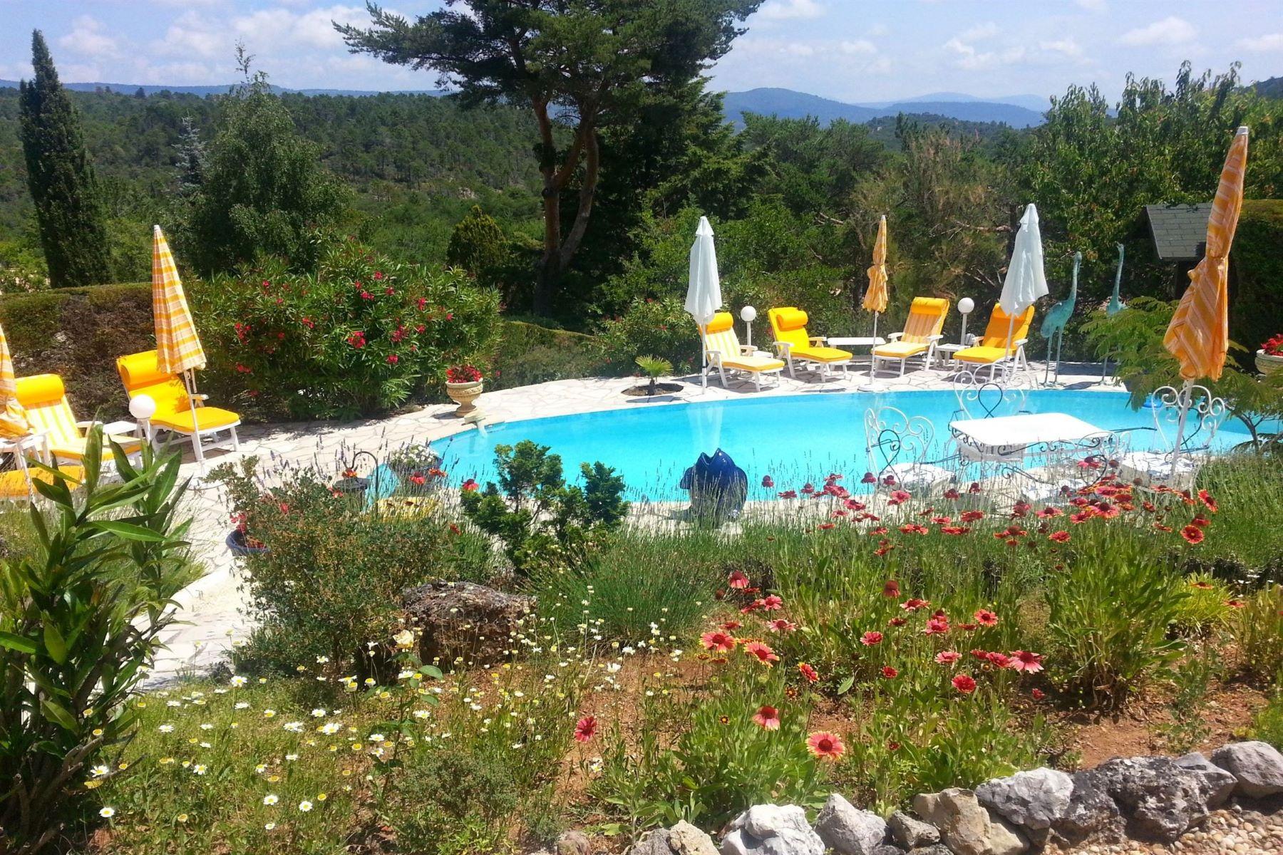 Single Family Homes por un Venta en Exclusive: Provencal villa in private park Tourtour, Provincia - Alpes - Costa Azul 83690 Francia