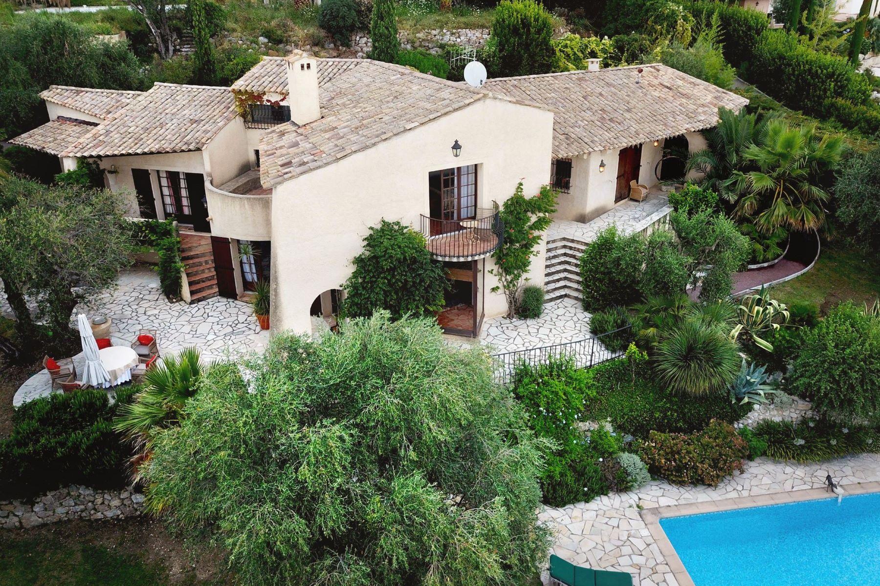 Single Family Homes por un Venta en For sale in Vence - charming provençal home in a quiet neighbourhood. Vence, Provincia - Alpes - Costa Azul 06140 Francia