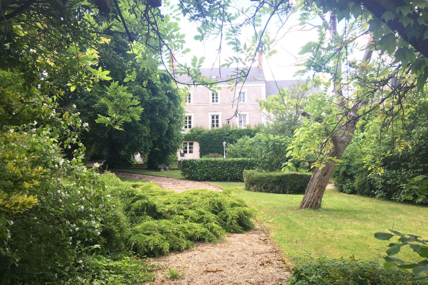 Single Family Homes for Active at Early 19th Mansion perfect for guesthouse Meusnes, Centre 41130 France