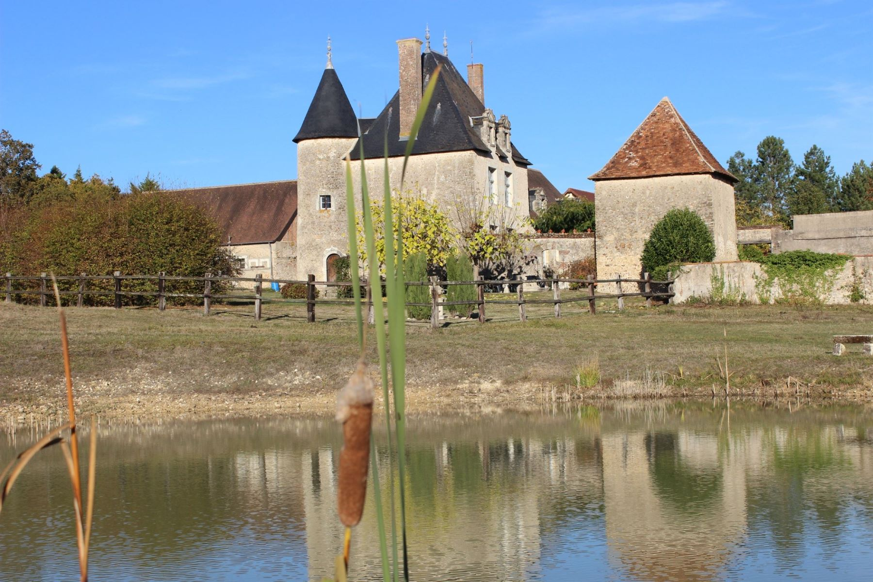 Single Family Homes for Active at Manor near Vierzon Vierzon, Centre 18100 France
