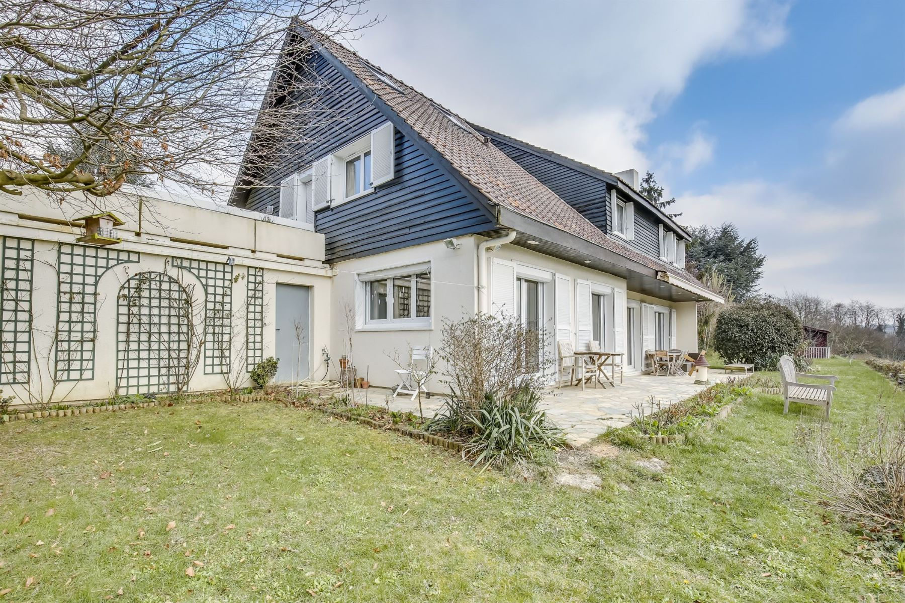 Single Family Home for Sale at Beautiful 315 sq.m property unobstructed view for sale Chavenay Le Vallon Other Ile-De-France, Ile-De-France, 78860 France