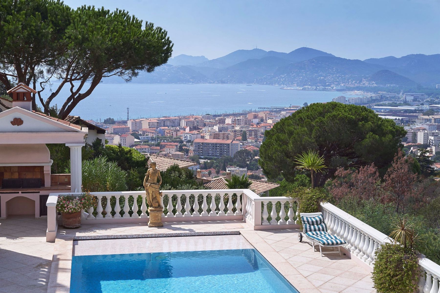 Single Family Home for Active at Exceptional estate in Cannes with panoramic sea view Cannes, Provence-Alpes-Cote D'Azur 06400 France
