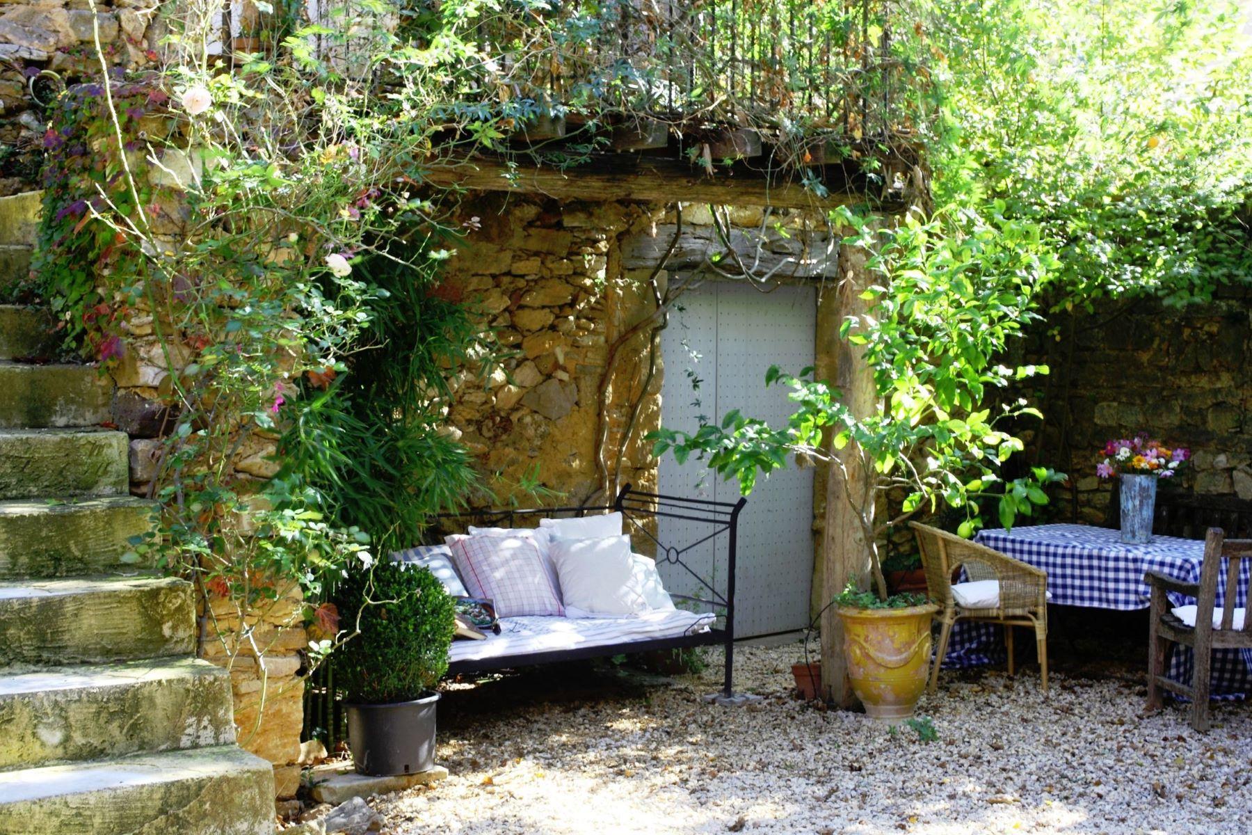 Single Family Home for Sale at 7 MINUTES D'UZES, BEAUCOUP DE CHARME Uzes, Languedoc-Roussillon, 30700 France