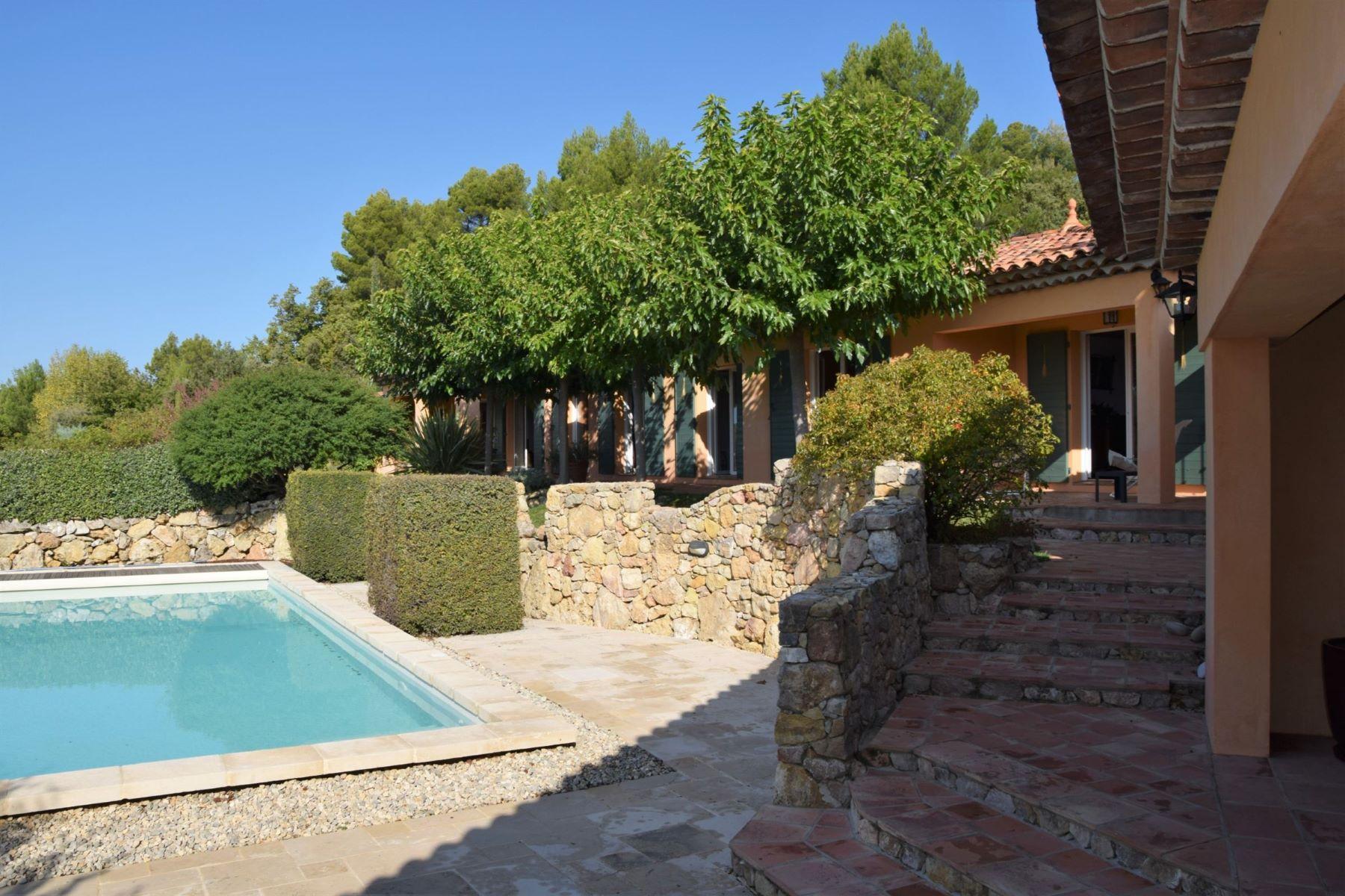 Single Family Homes por un Venta en Exclusive: Villa with studio and panoramic views Tourtour, Provincia - Alpes - Costa Azul 83690 Francia