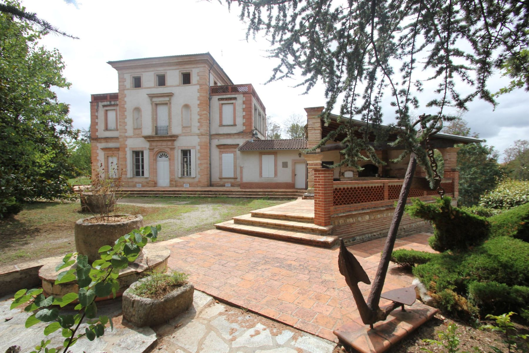 واحد منزل الأسرة للـ Sale في House at the edge of the Tarn on 7 ha Gaillac Gaillac, Midi Pyrenees, 81600 France