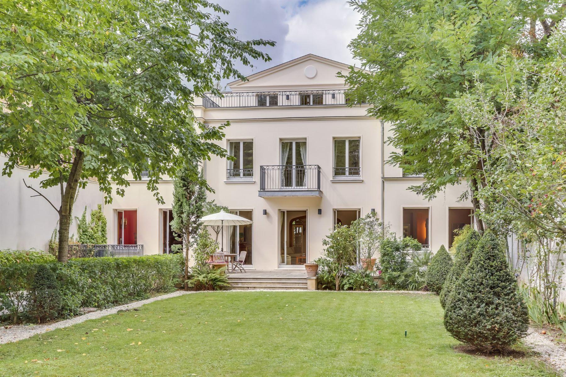 Single Family Home for Sale at Saint-James Neuilly Sur Seine, Ile-De-France 92200 France
