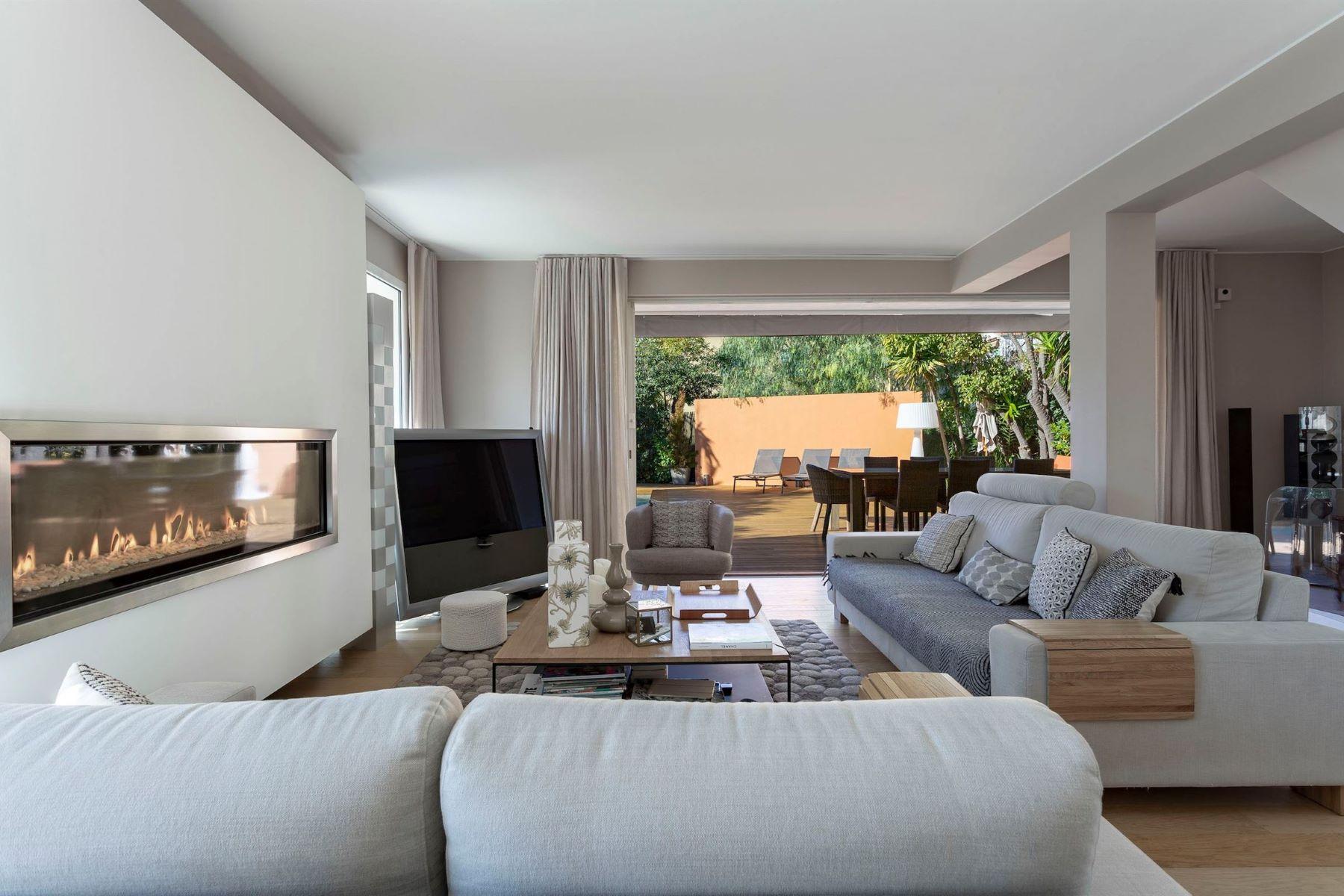 Single Family Homes por un Venta en Cap de Nice, for sale, an achitect-designed villa facing the sea Nice, Provincia - Alpes - Costa Azul 06300 Francia