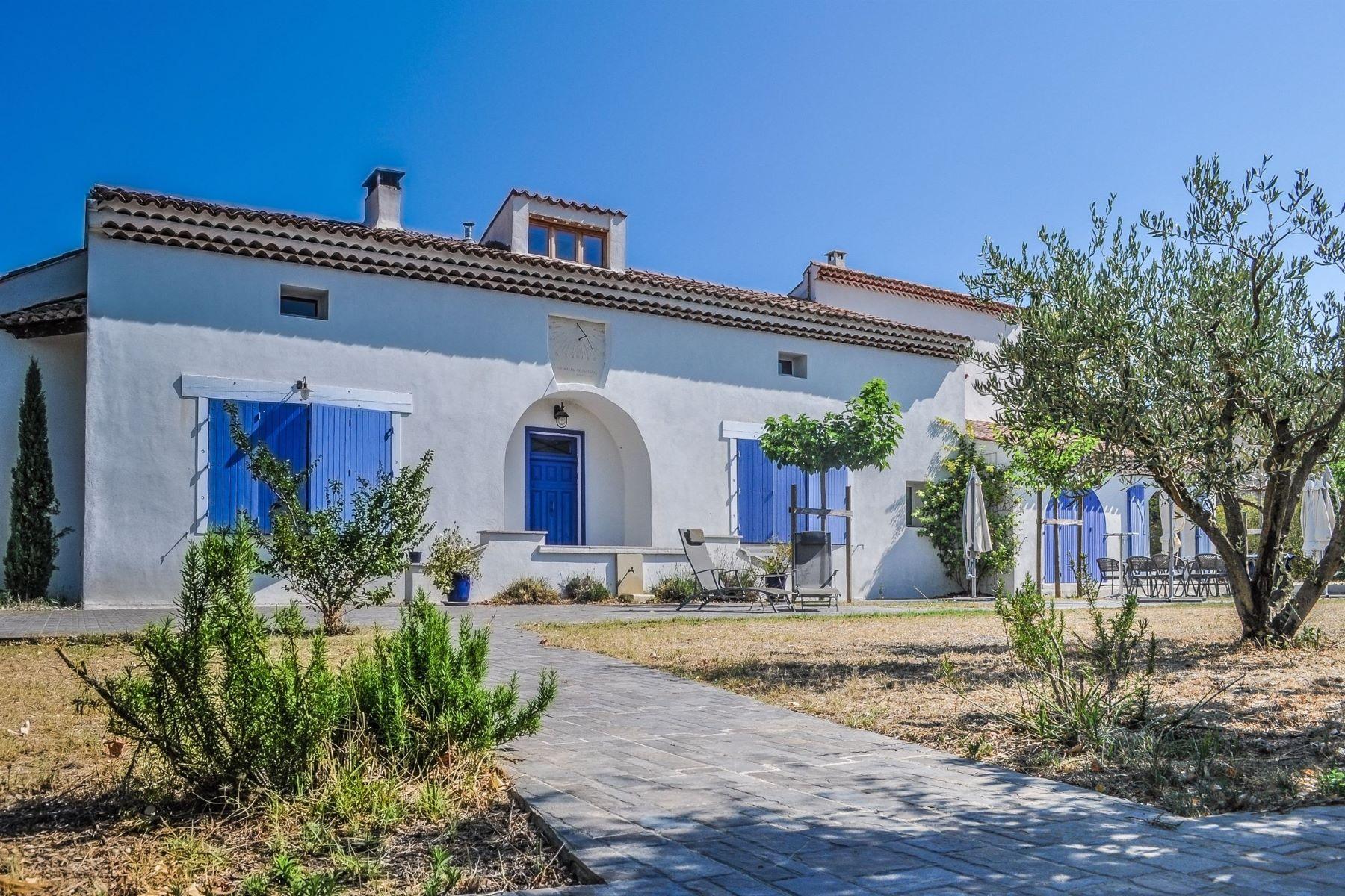 Single Family Homes por un Venta en villa in a dominant position Loriol Du Comtat, Provincia - Alpes - Costa Azul 84870 Francia