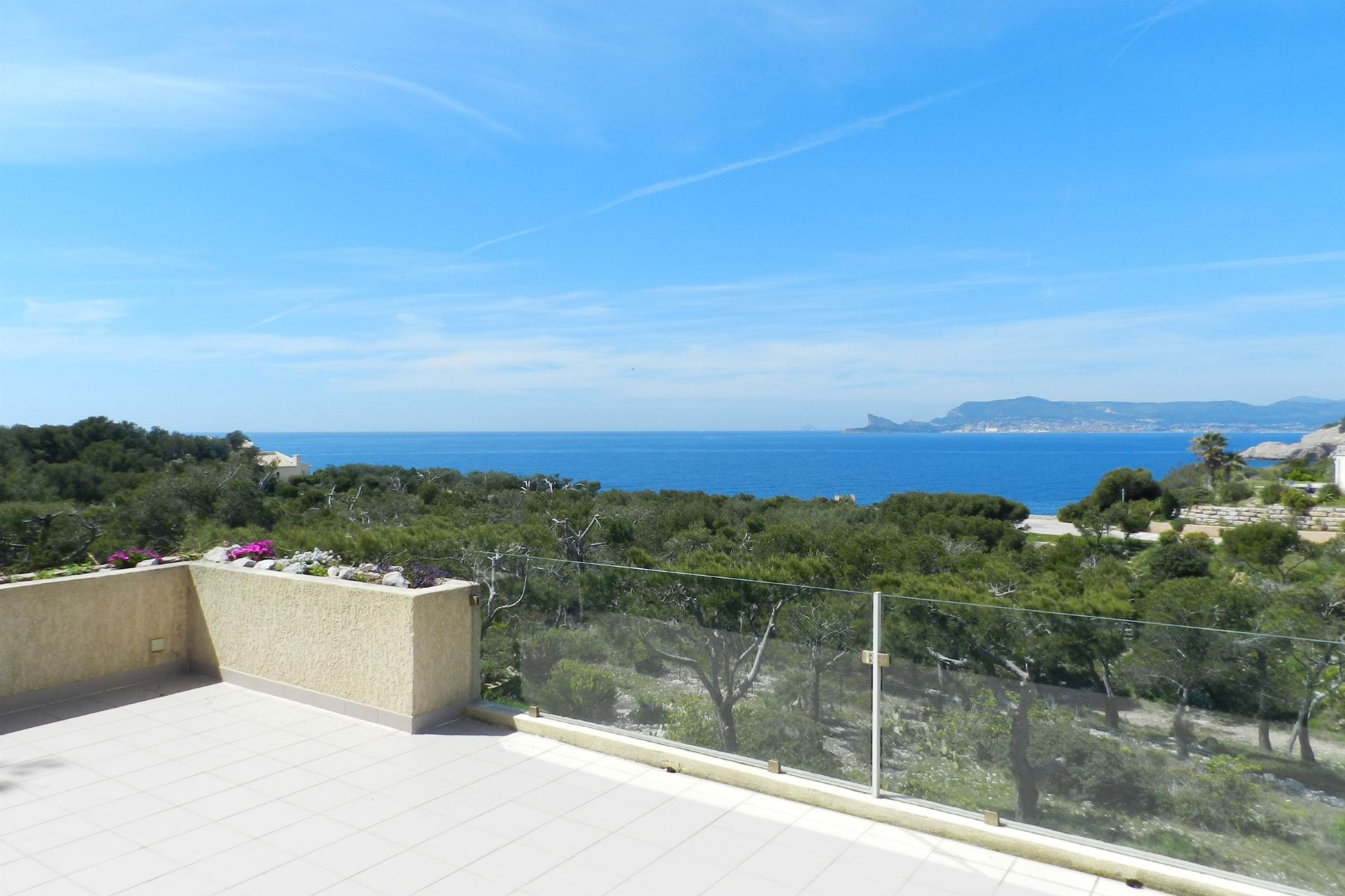 Single Family Home for Sale at View and access to the sea. Private and guardened estate Other Provence-Alpes-Cote D'Azur, Provence-Alpes-Cote D'Azur, 83270 France