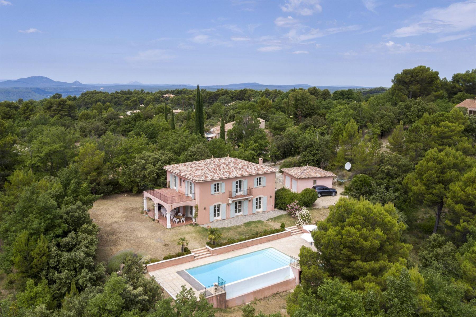 Single Family Homes por un Venta en Exclusive: Spacious recent villa Tourtour, Provincia - Alpes - Costa Azul 83690 Francia