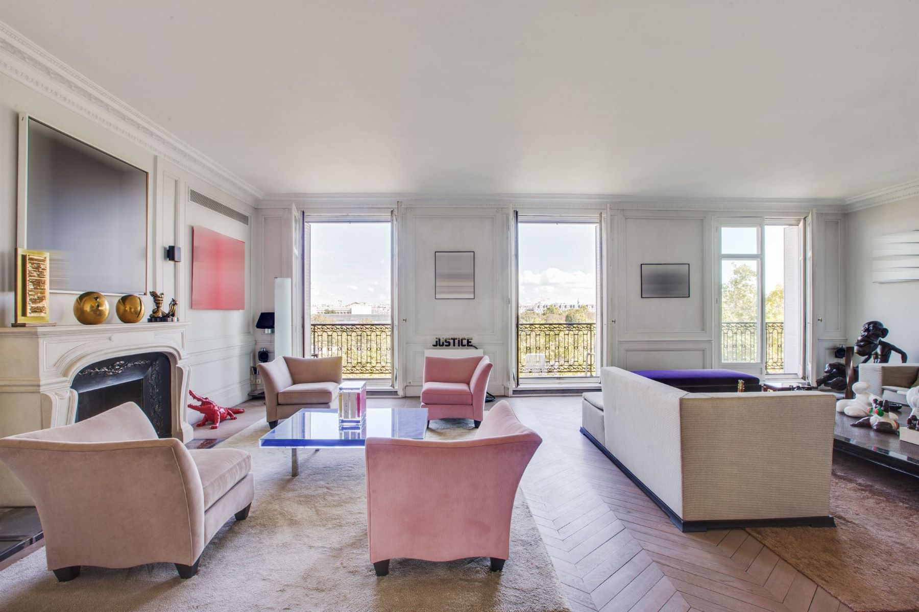 Apartments for Active at A charming apartment with a panoramic view Paris, Ile-De-France 75007 France