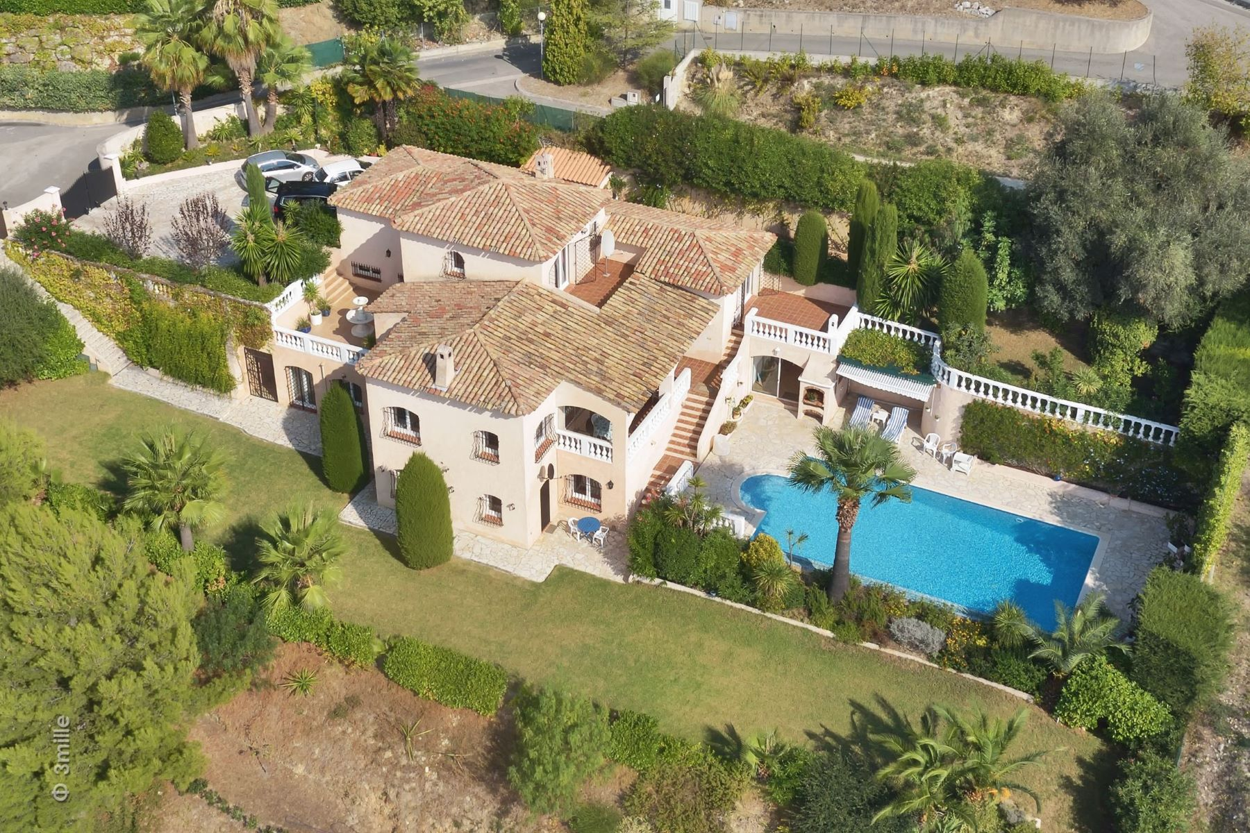 Villa per Vendita alle ore Luxury villa in a private domain with views to the Bay of Angels over Nice Nice, Provenza-Alpi-Costa Azzurra, 06000 Francia