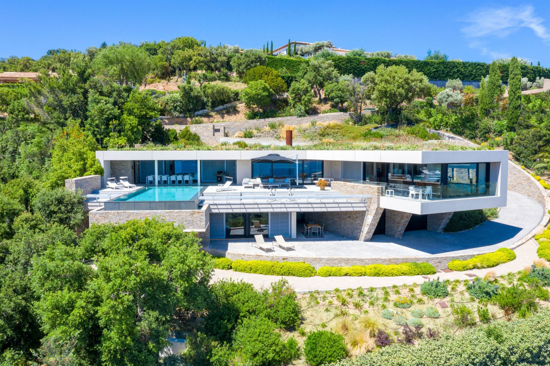 Single Family Homes por un Venta en Luxurious house in private estate with breathtaking sea views Grimaud, Provincia - Alpes - Costa Azul 83310 Francia