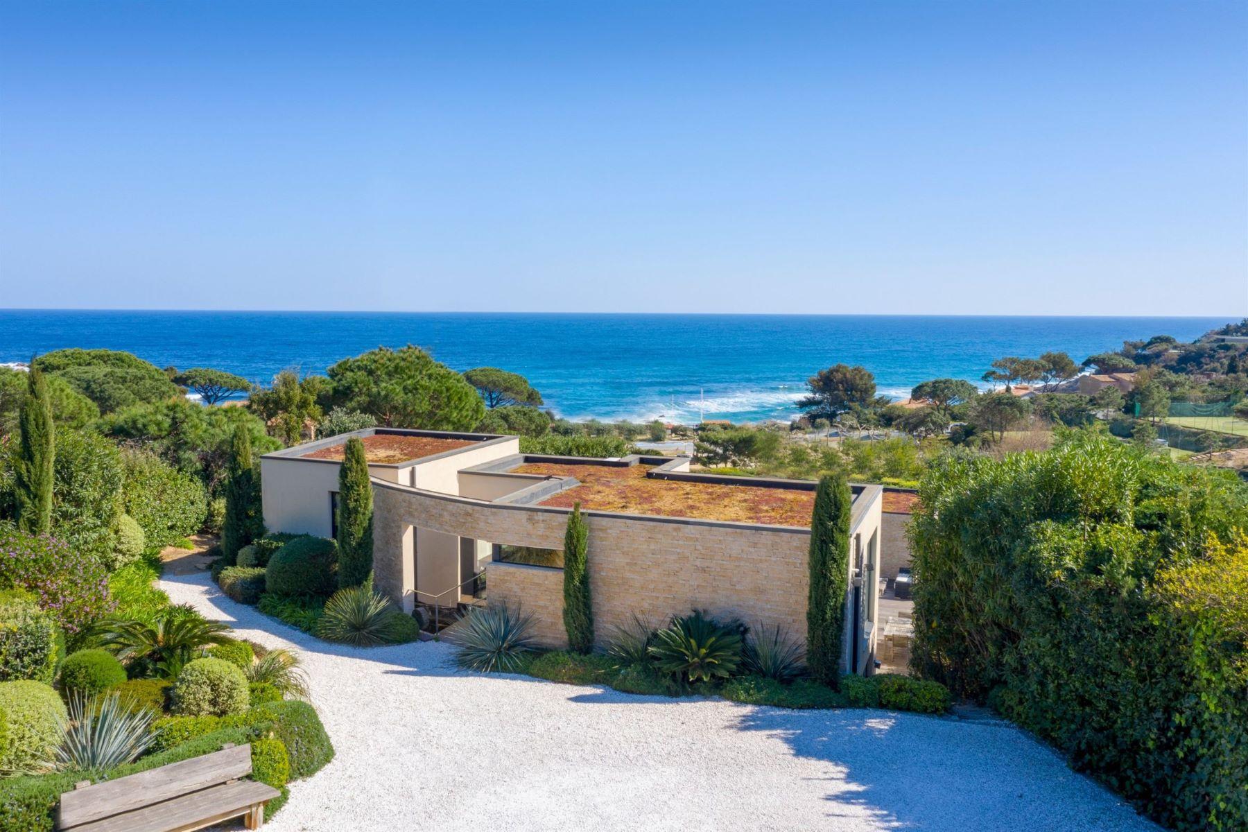 Single Family Homes por un Venta en Contemporary villa with panoramic sea views Ramatuelle, Provincia - Alpes - Costa Azul 83350 Francia