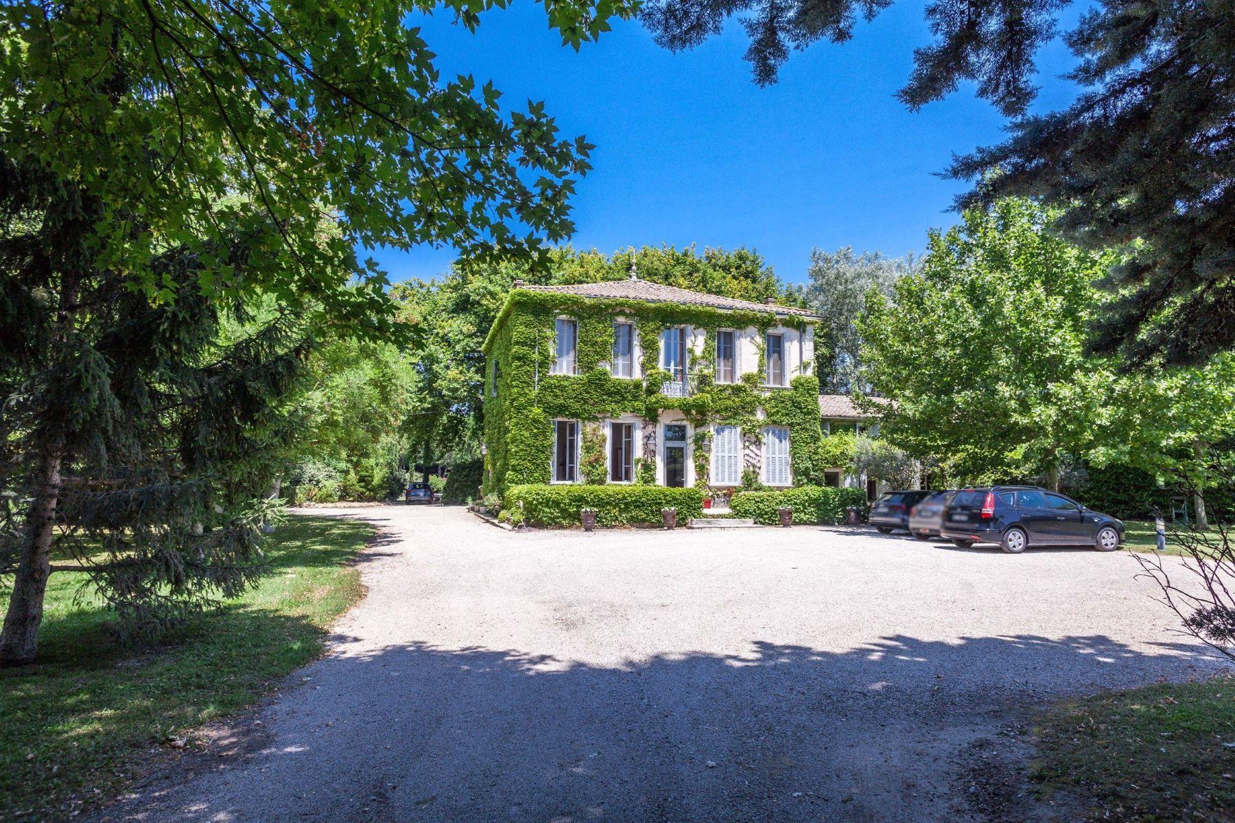 Single Family Homes por un Venta en A 19th century mansion in Provence Cavaillon, Provincia - Alpes - Costa Azul 84300 Francia