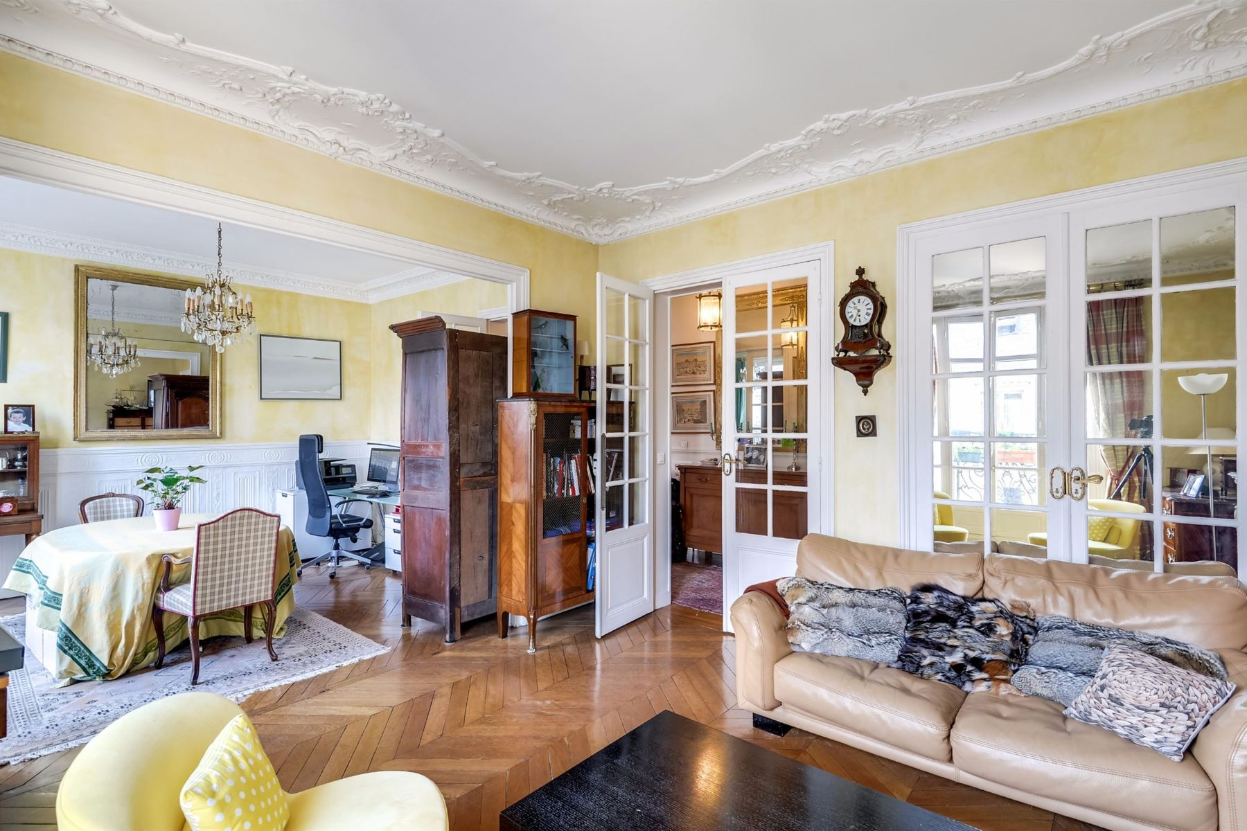 Apartment for Sale at A 5 rooms Apartment for sale, Neuilly - Sablons, 3 bedrooms Neuilly Sur Seine, Ile-De-France, 92200 France