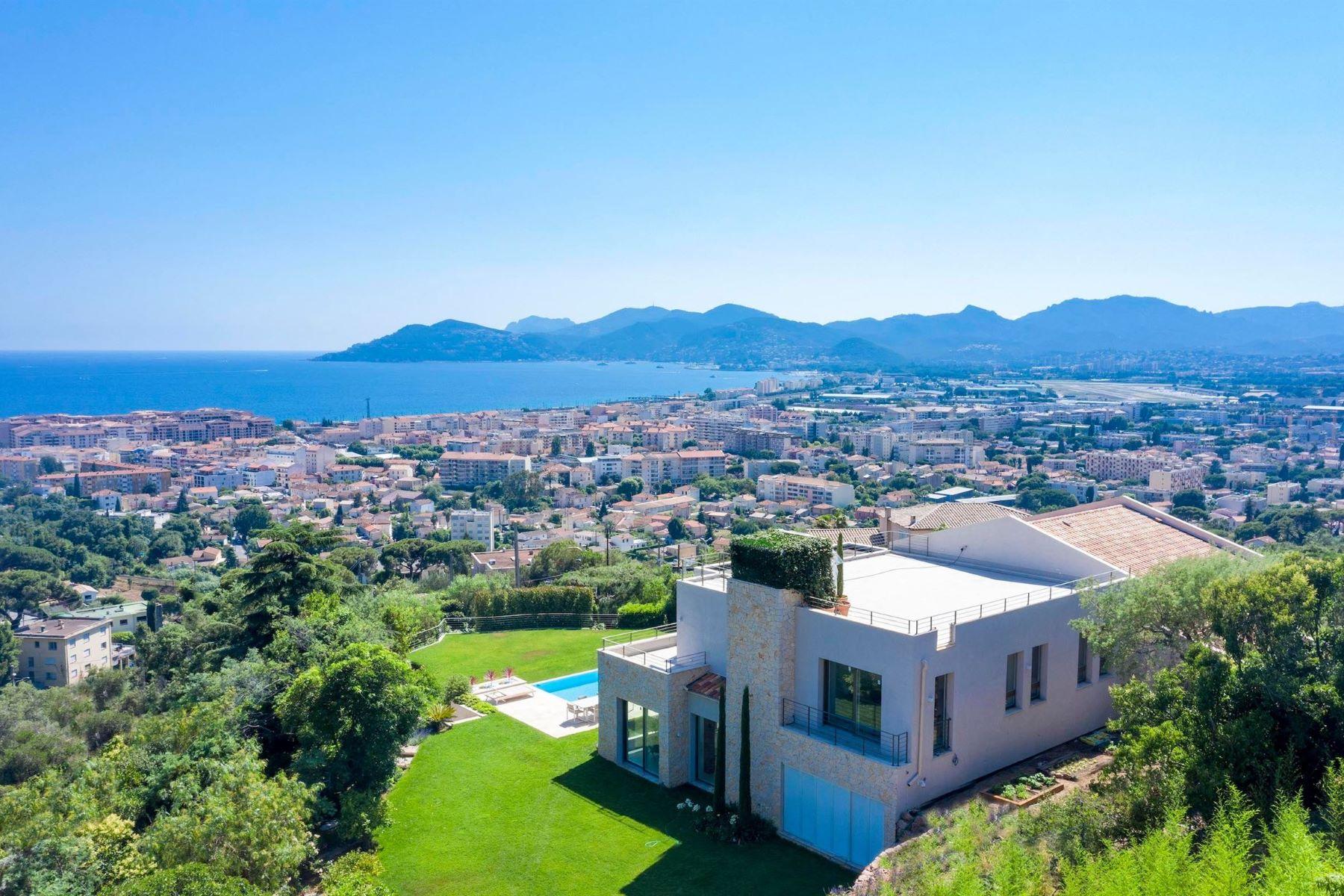 Single Family Homes por un Venta en Exclusive villa in the heart of La Croix-des-Gardes Cannes, Provincia - Alpes - Costa Azul 06400 Francia