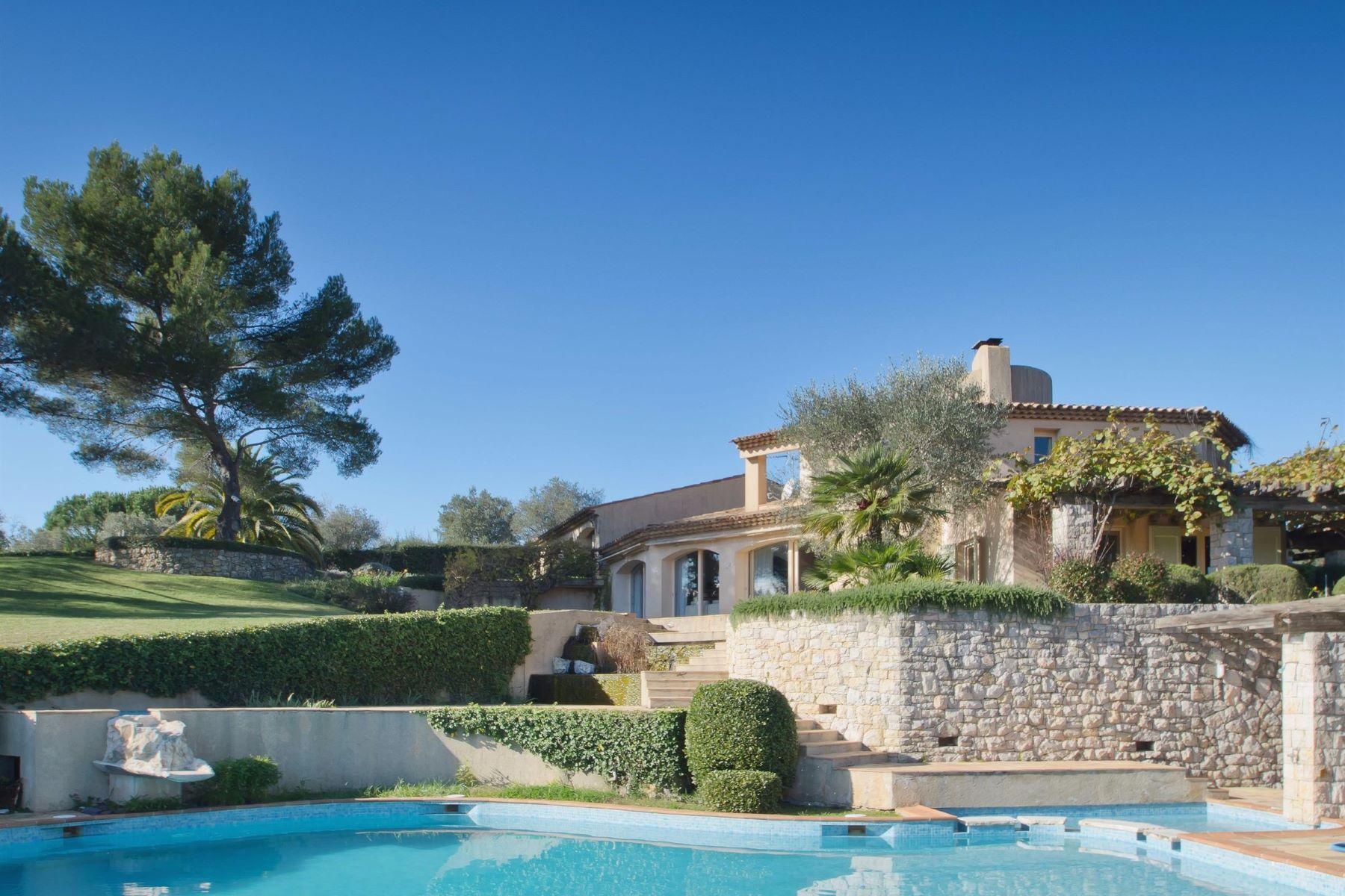 Maison unifamiliale pour l Vente à Lovely Provencal villa for sale in a secured domain of Mougins Mougins, Provence-Alpes-Cote D'Azur, 06250 France