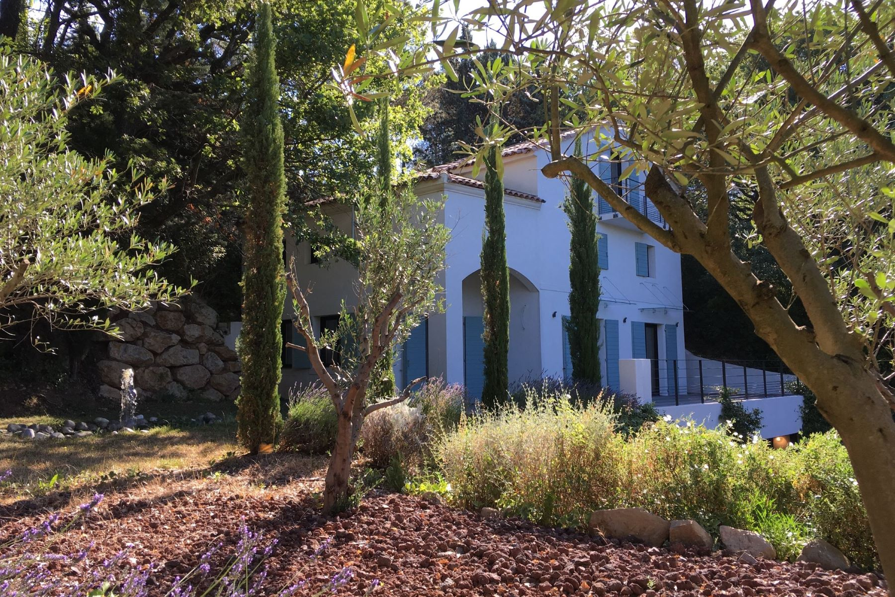 Single Family Home for Sale at Magnificient contempory house Aix-En-Provence, Provence-Alpes-Cote D'Azur, 13100 France