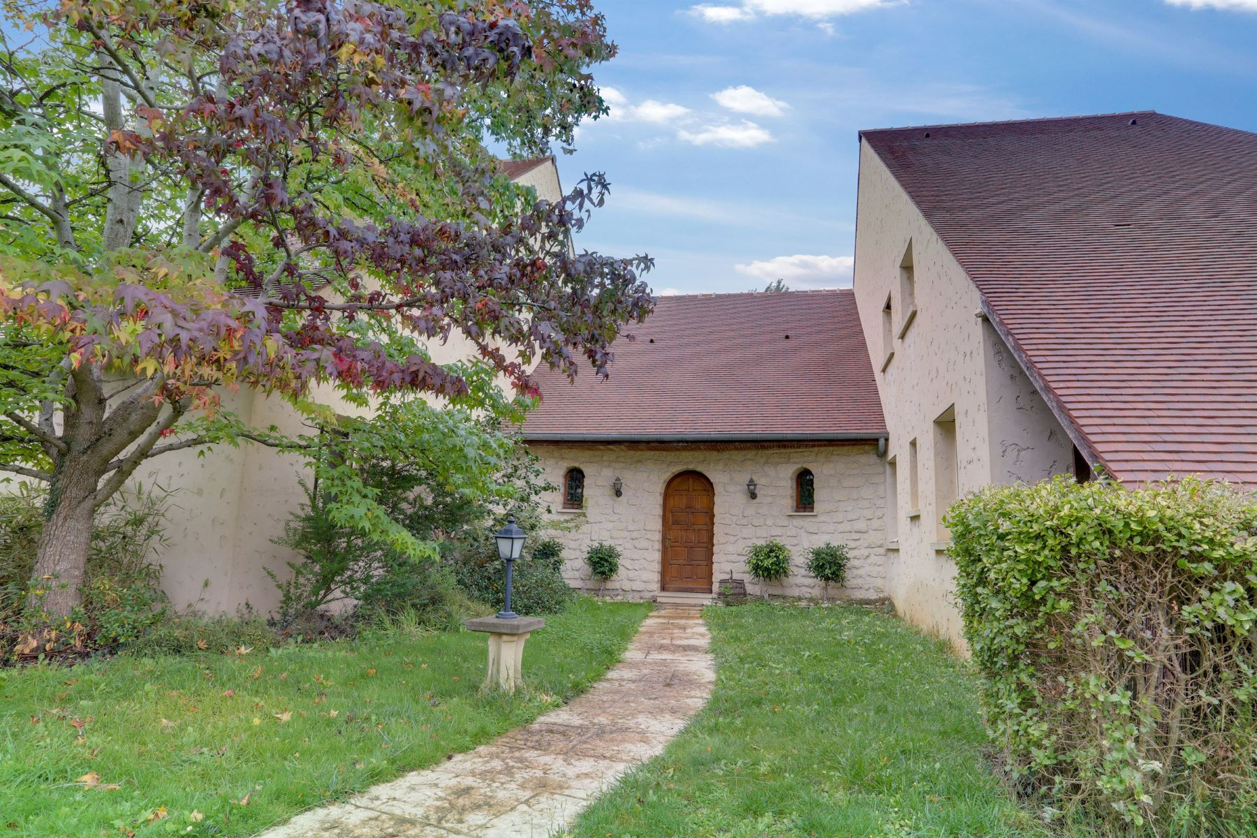 Single Family Homes for Active at Contemporary mansion in Chennevières-sur-Marne Chennevieres Sur Marne, Ile-De-France 94430 France