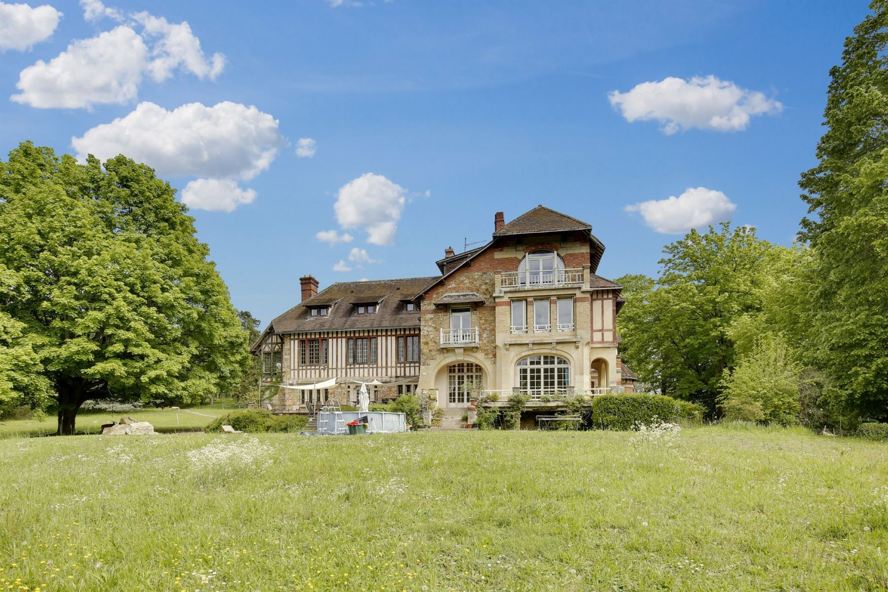 Single Family Homes for Active at Luxury mansion close from Meulan Gaillon Sur Montcient, Ile-De-France 78250 France