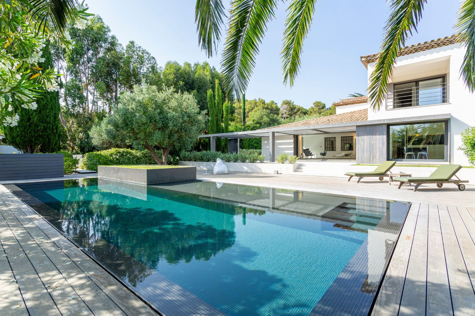 Single Family Homes por un Venta en For sale - Magnificent contemporary villa in the heart of Saint Tropez Saint Tropez, Provincia - Alpes - Costa Azul 83990 Francia