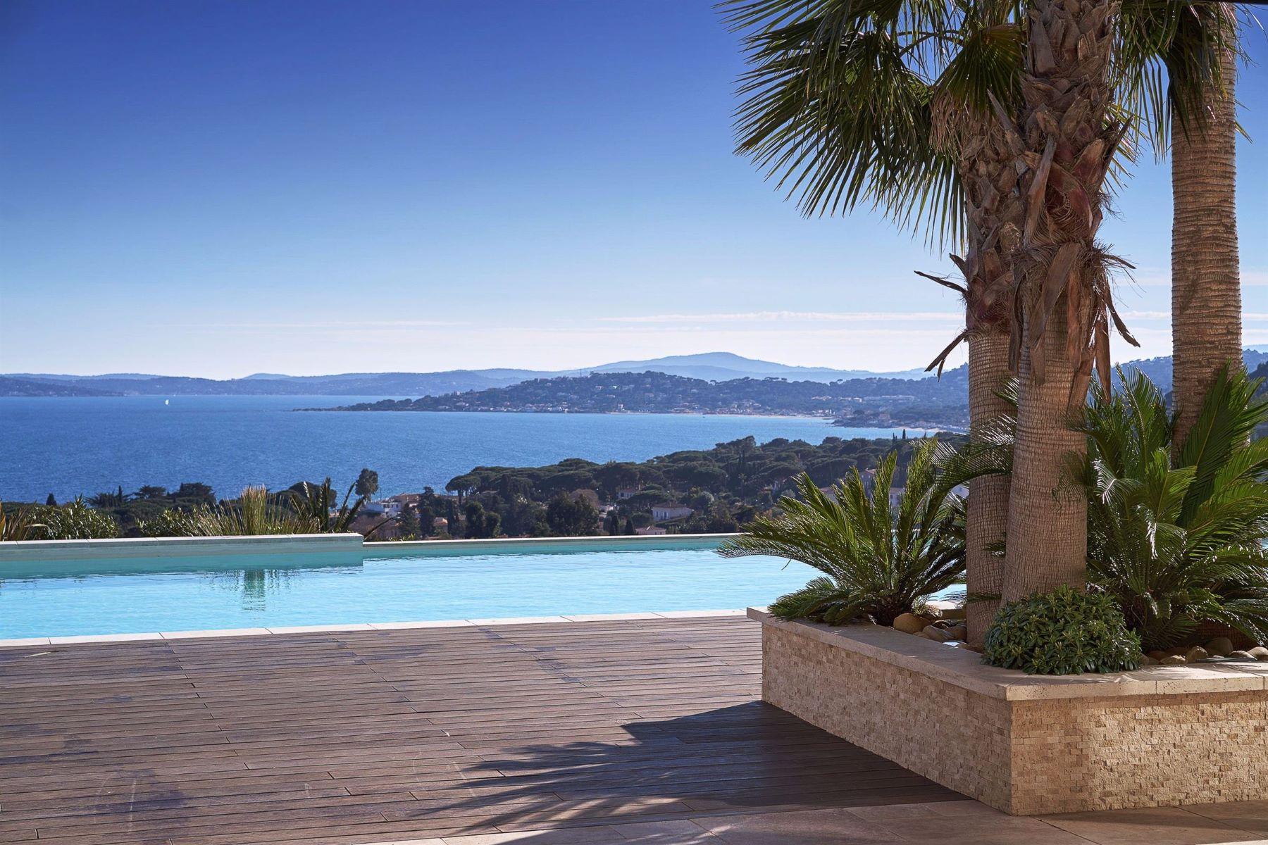 Single Family Homes por un Venta en Luxury contemporary property for sale with panoramic sea views Les Issambres, Provincia - Alpes - Costa Azul 83380 Francia