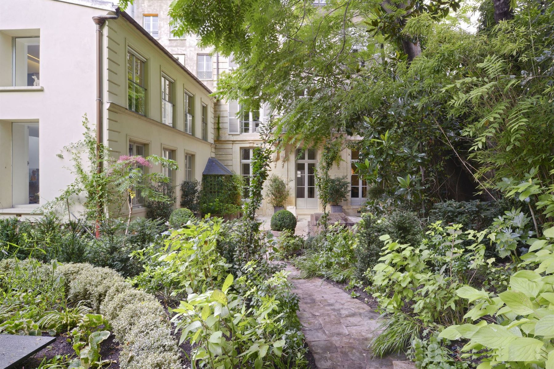 Single Family Homes for Active at House with garden near Pantheon Paris, Ile-De-France 75005 France
