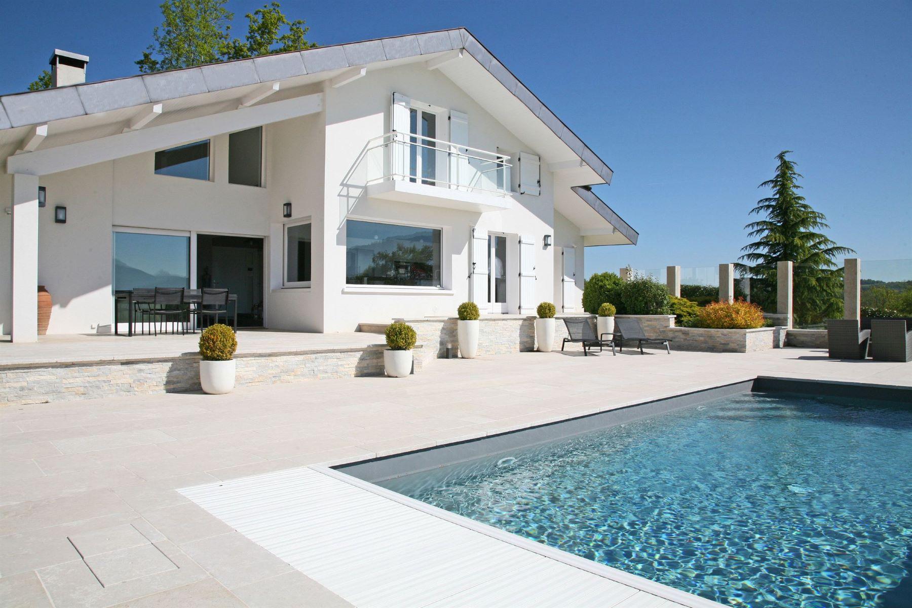 獨棟家庭住宅 為 出售 在 Luxury villa with splendid panorama. Other Rhone-Alpes, Rhone-Alpes, 74370 法國