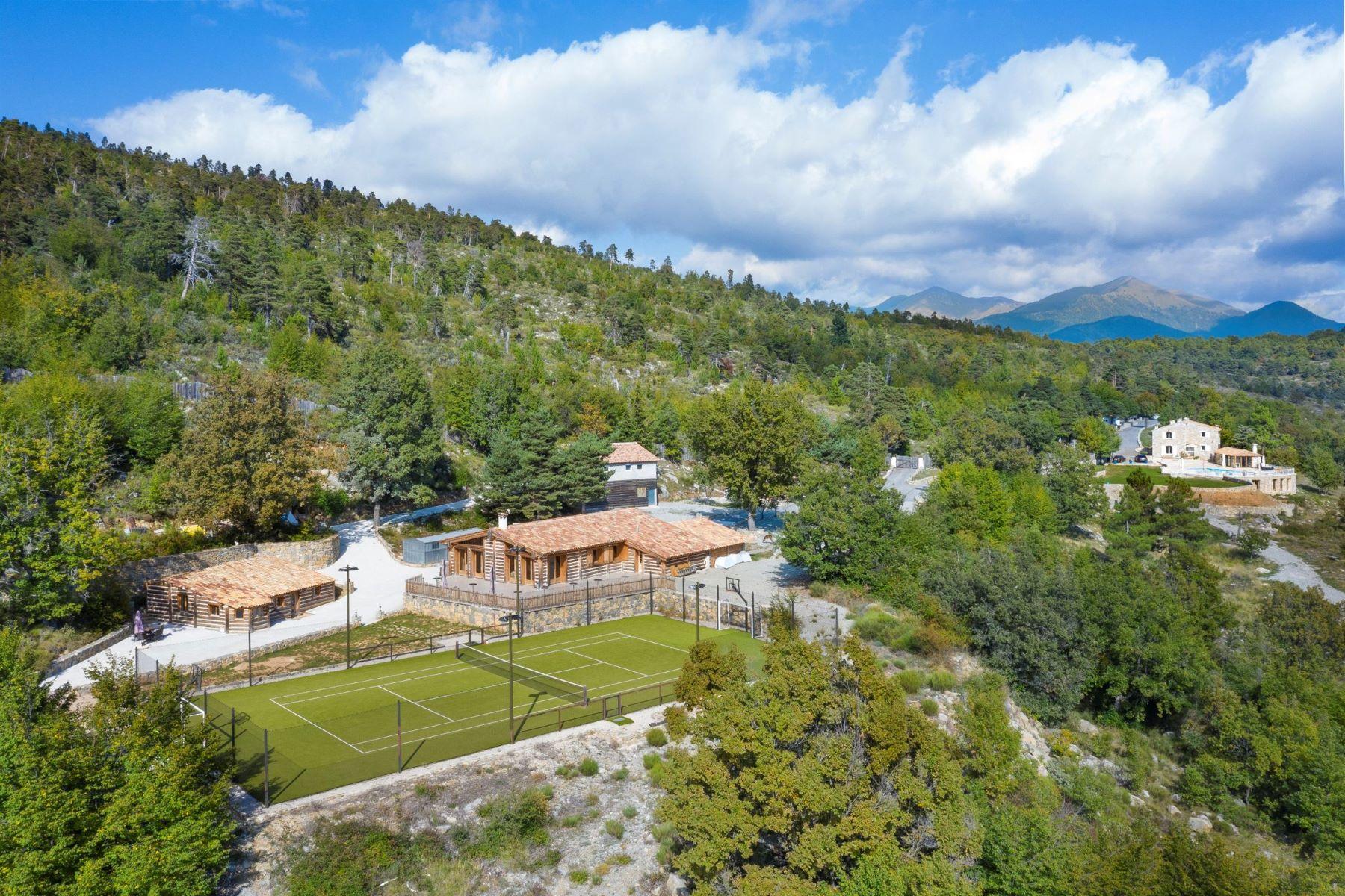 Single Family Homes por un Venta en Unique Private Domain in a unique setting. Luceram, Provincia - Alpes - Costa Azul 06440 Francia