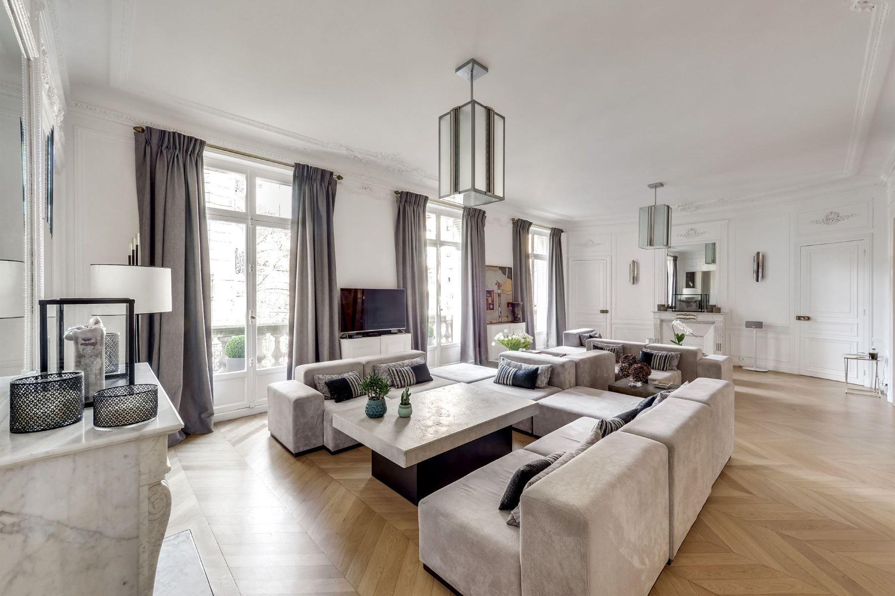 Apartment for Sale at Ternes Paris, Ile-De-France 75017 France